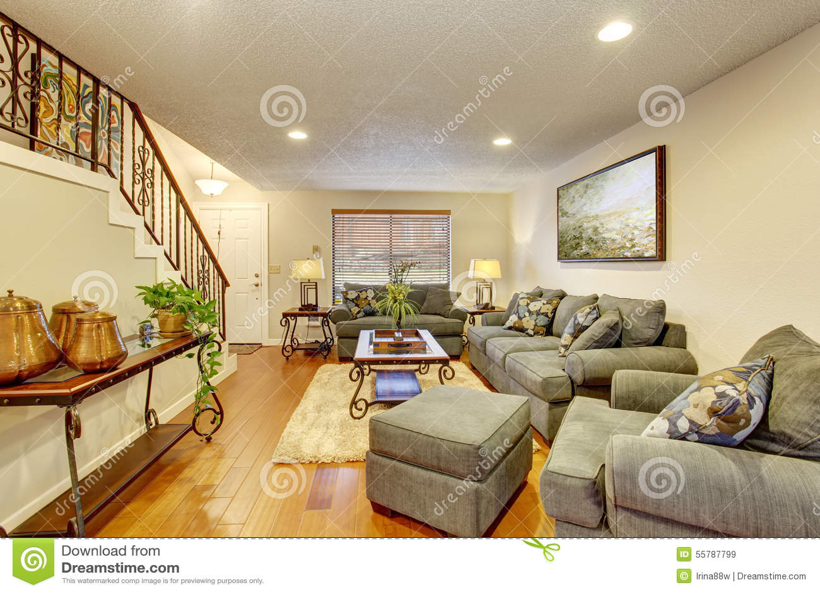 Gemutliches Wohnzimmer Mit Massivholzboden Stockbild Bild Von Warm Lampe 55787799