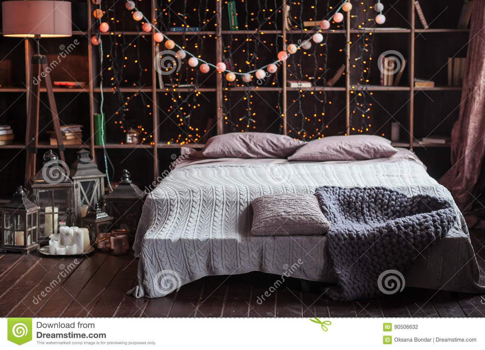 Download Gemütlichkeits , Komfort , Innenraum  Und Feiertagskonzept    Gemütliches Schlafzimmer Mit Bett