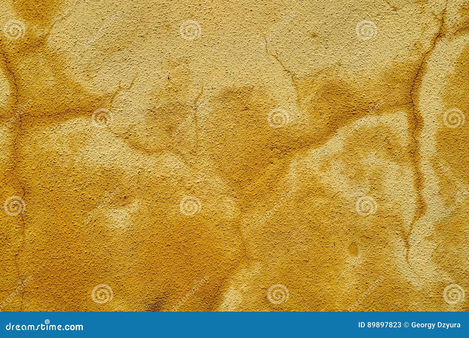 Gemalte Gelbe Schabige Wand Mit Nassen Flecken Stockbild Bild Von