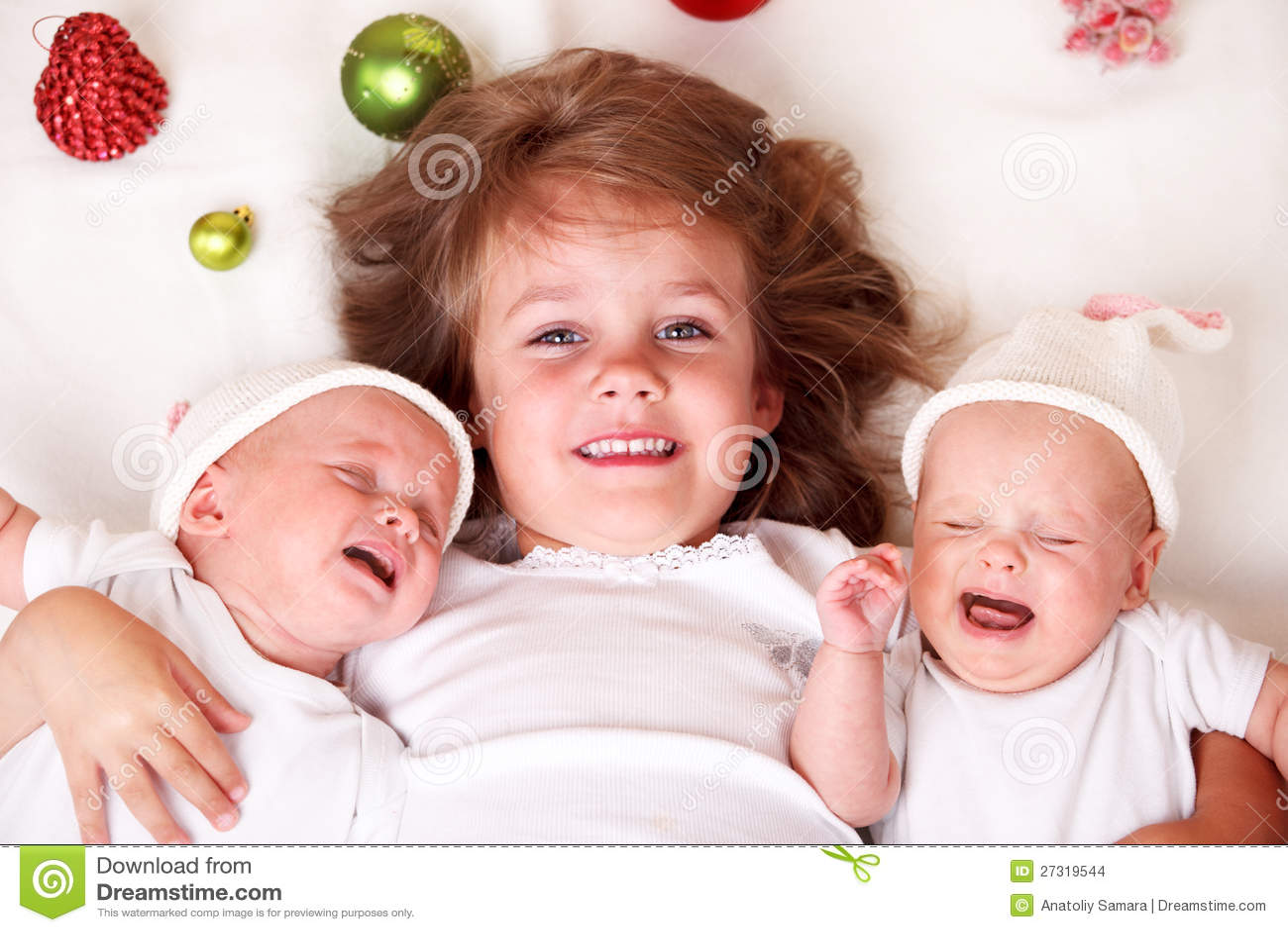 Gemelos de la muchacha y del niño