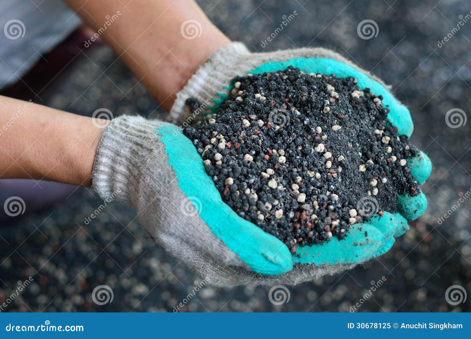 Gemengd van installatie chemische meststof en mest op landbouwershand