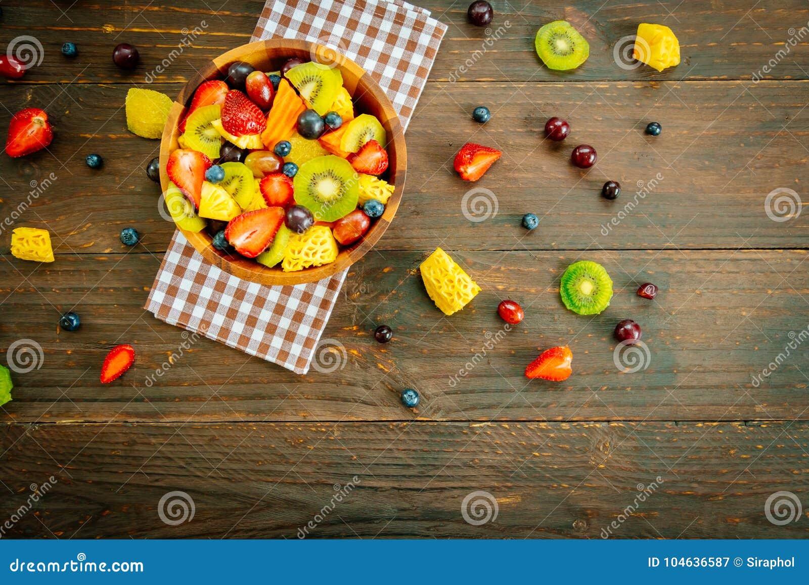 Download Gemengde En Geassorteerde Vruchten Stock Afbeelding - Afbeelding bestaande uit sinaasappel, zoet: 104636587