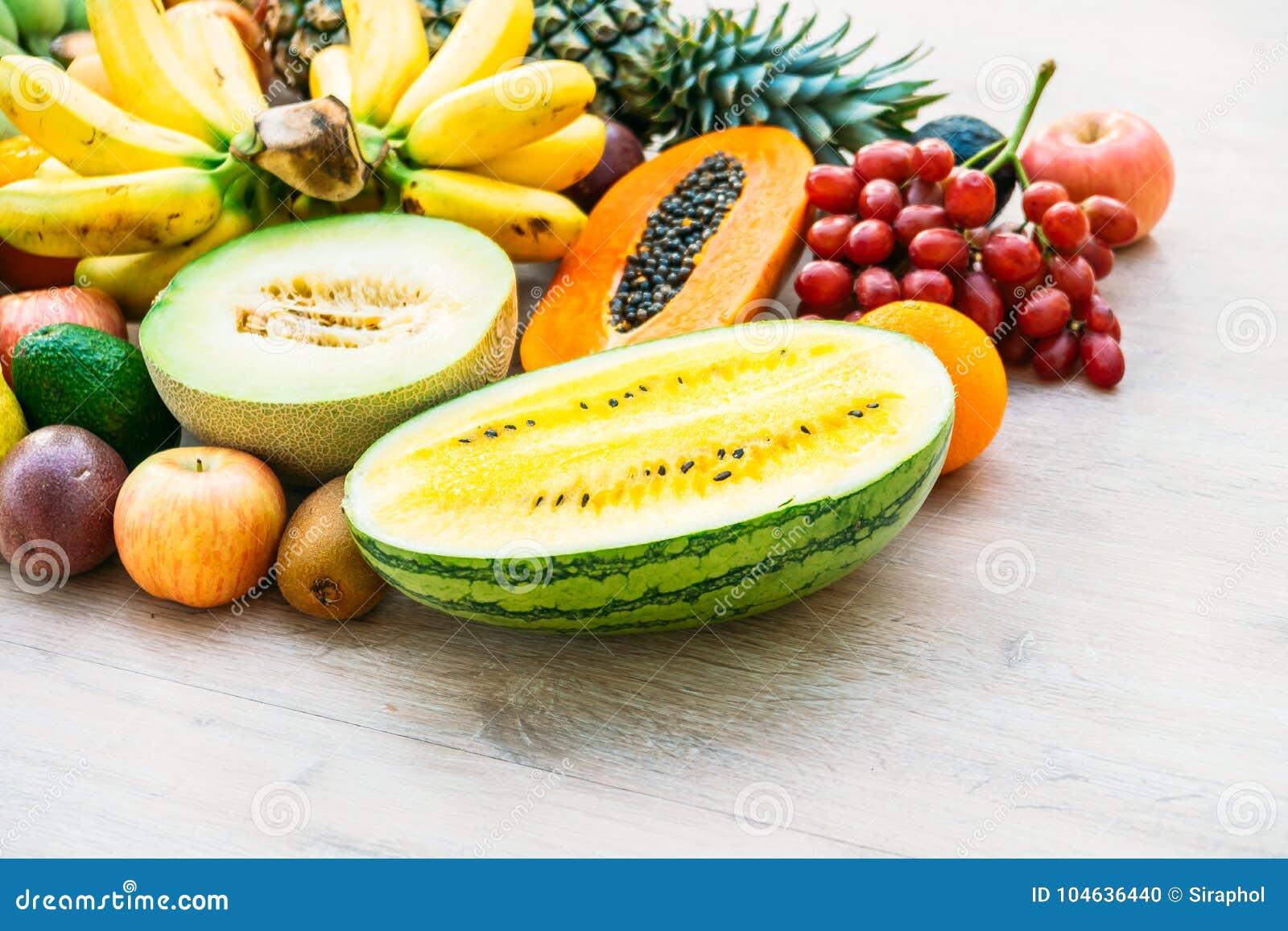 Download Gemengde Vruchten Met De Sinaasappel Van De Appelbanaan En Andere Stock Foto - Afbeelding bestaande uit lijst, landbouwbedrijf: 104636440