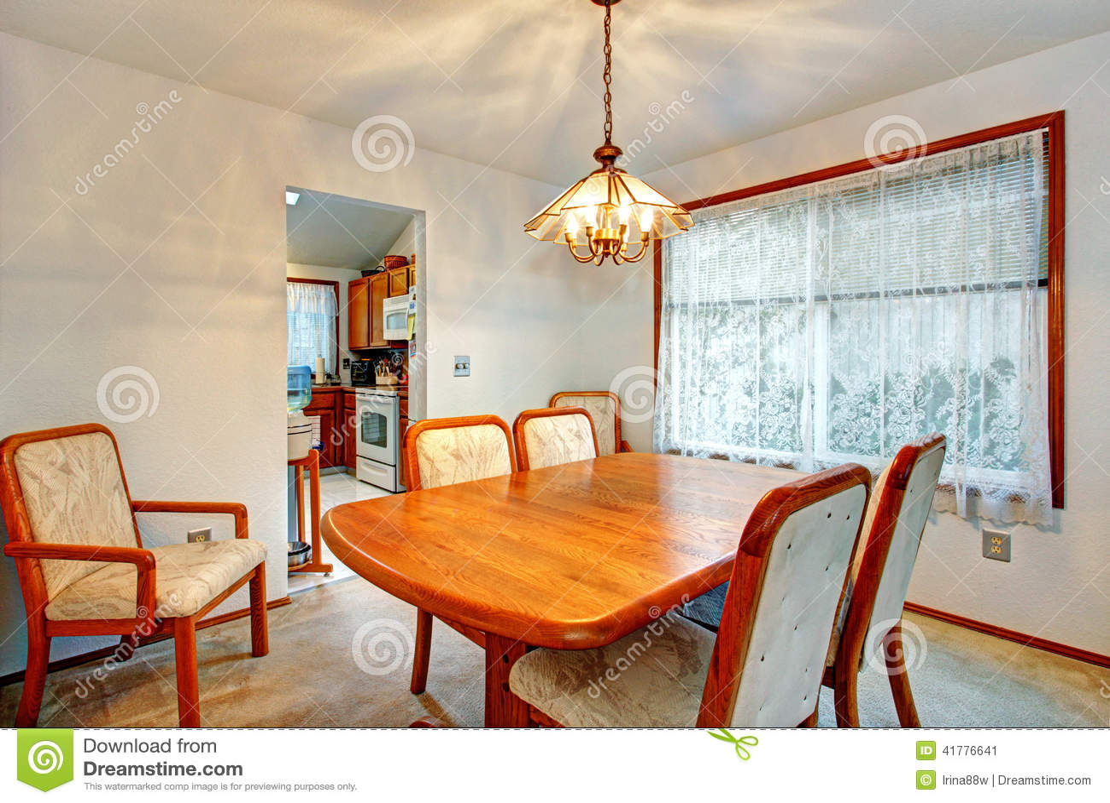 gemütliches kleines esszimmer mit fenster stockfoto - bild: 41776641