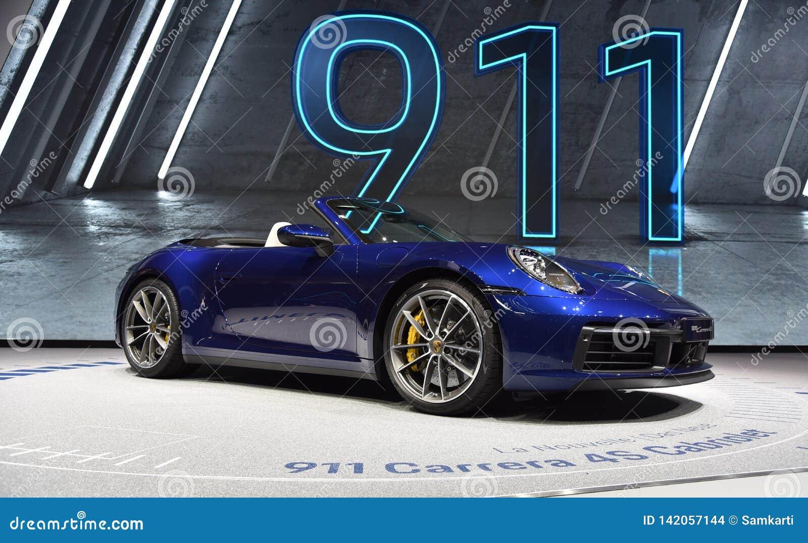 Genève, Suisse - 5 mars 2019 : La voiture de cabriolet de Porsche 911 Carrera 4s a présenté au quatre-vingt-dix-neuvième Salon de