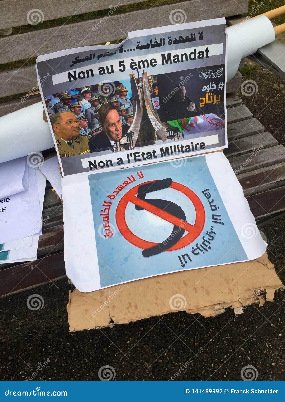 In Genève, vlieger tegen de kandidatuur van Bouteflika voor verkiezing in Algerije, voor de Hoge Commissaris voor Rechten van de