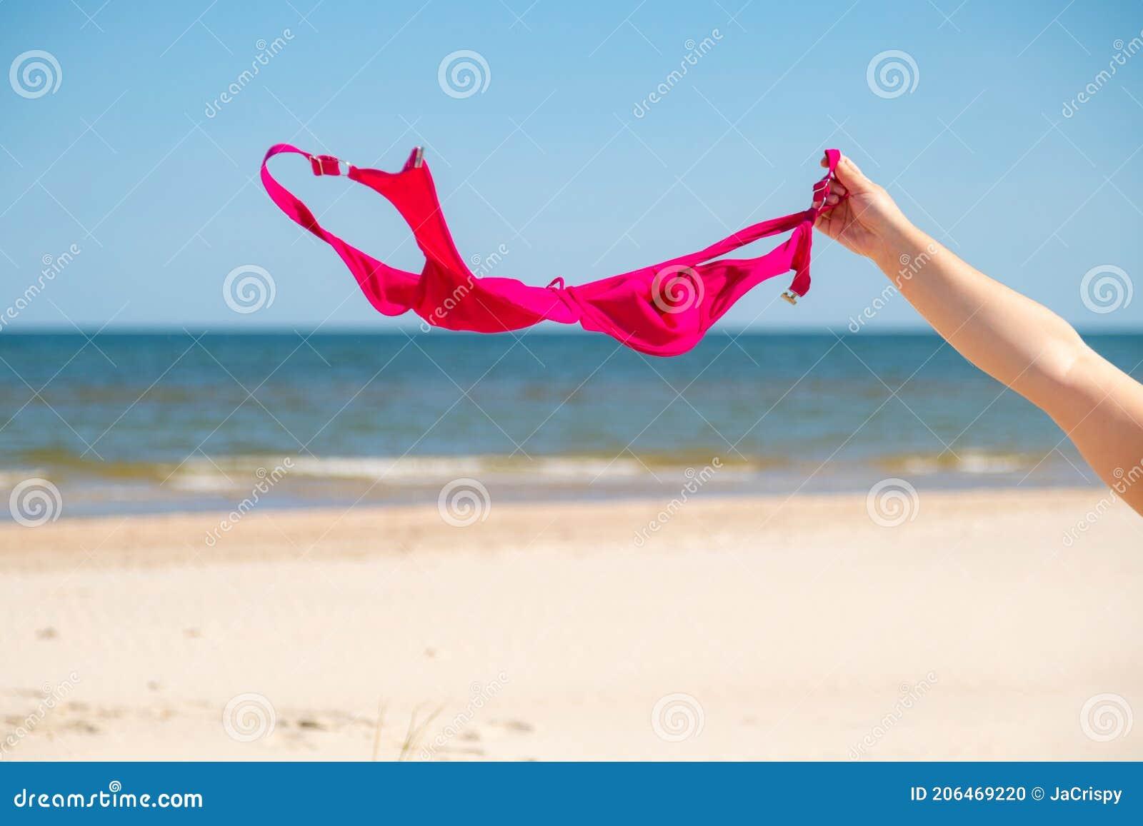 Strand frau nackt Junge Mädchen
