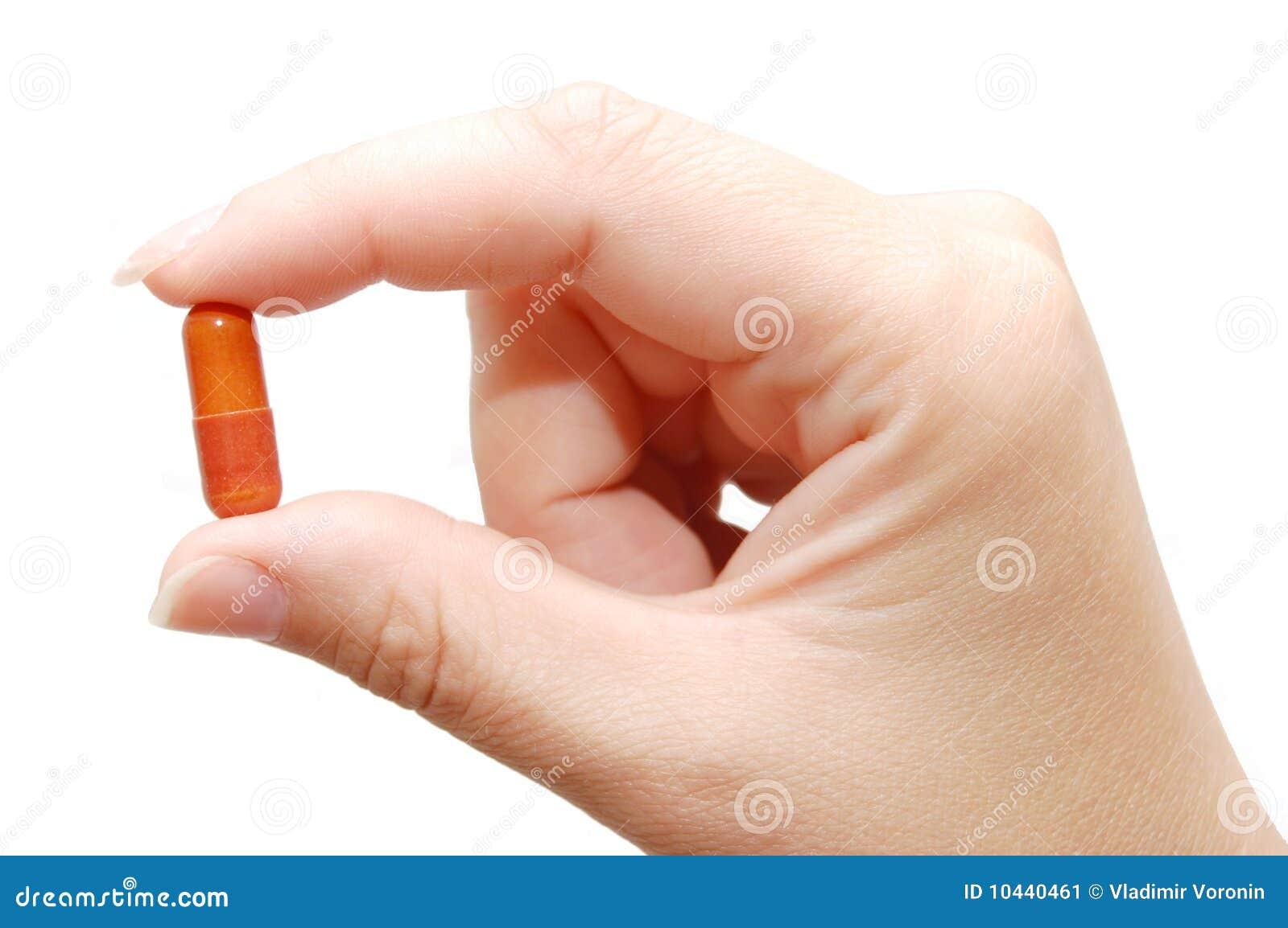 Geneeskunde in een hand op witte achtergrond