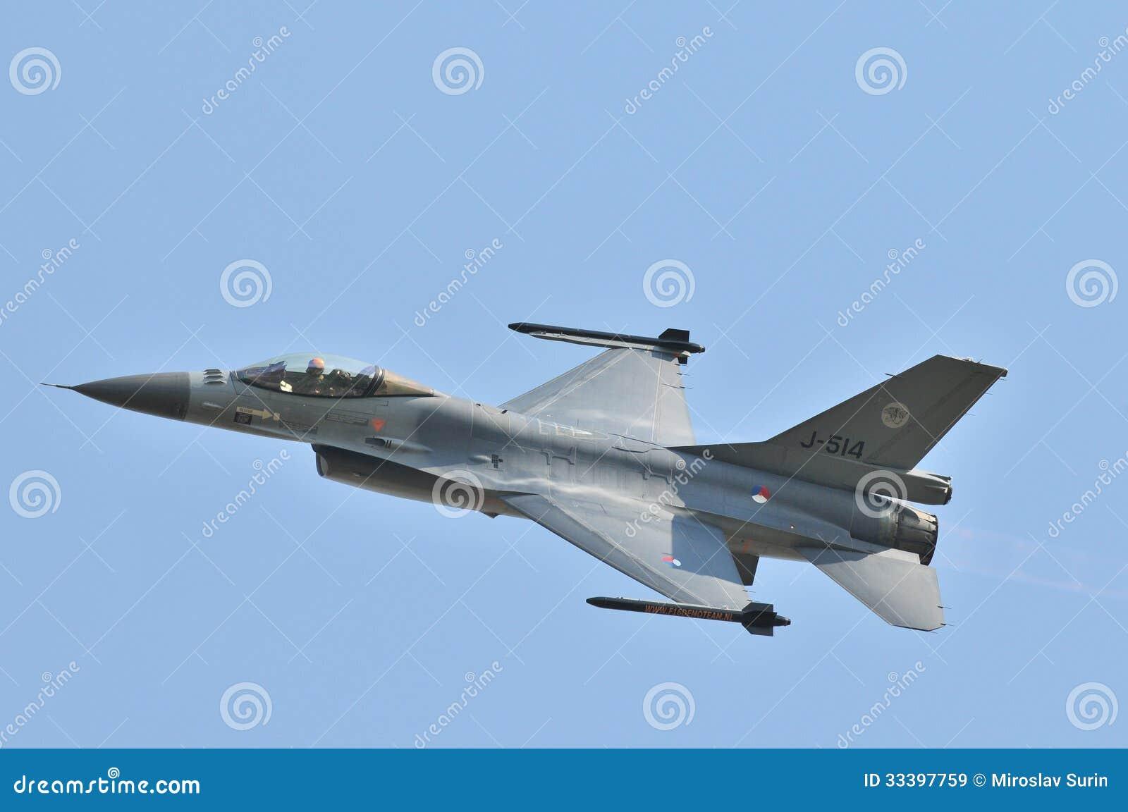 General Dynamics F--16falk