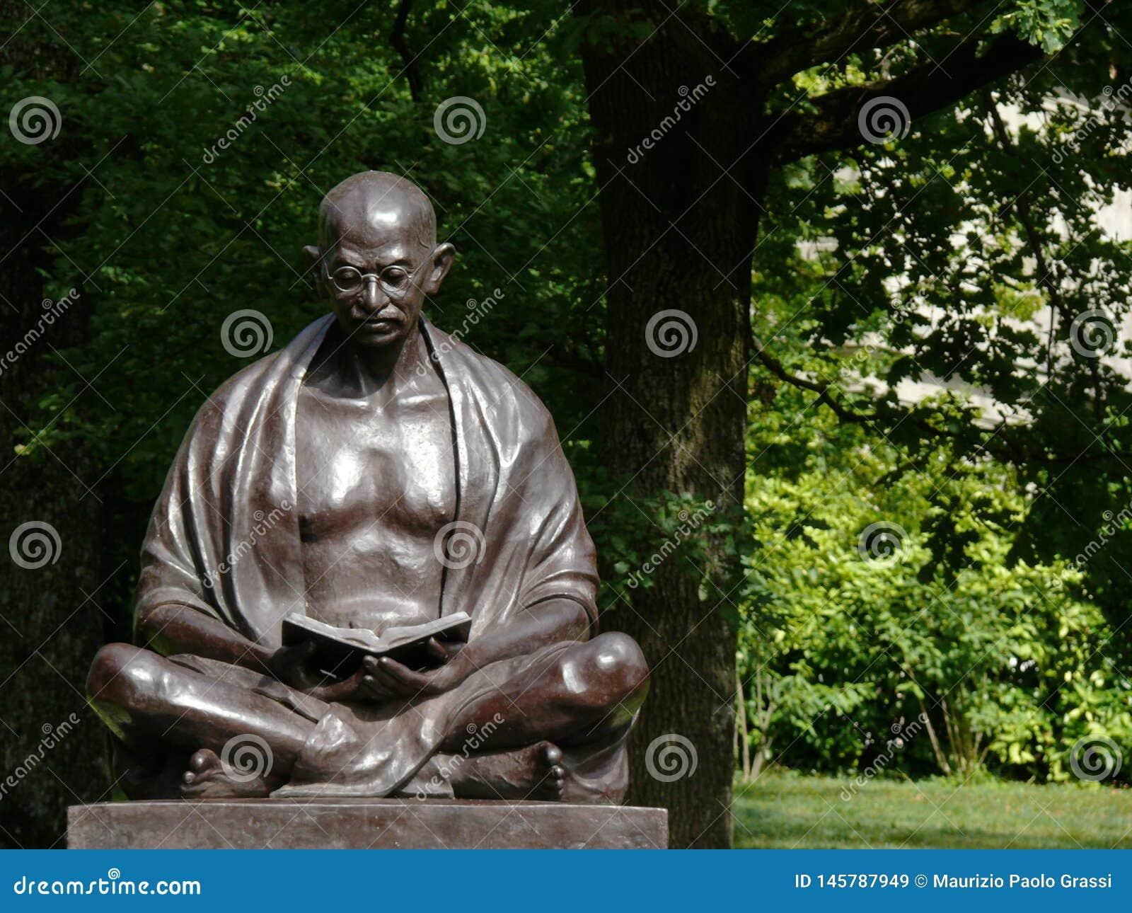 Genewa, Szwajcaria 07/31/2009 Statua Mahatma Gandhi w