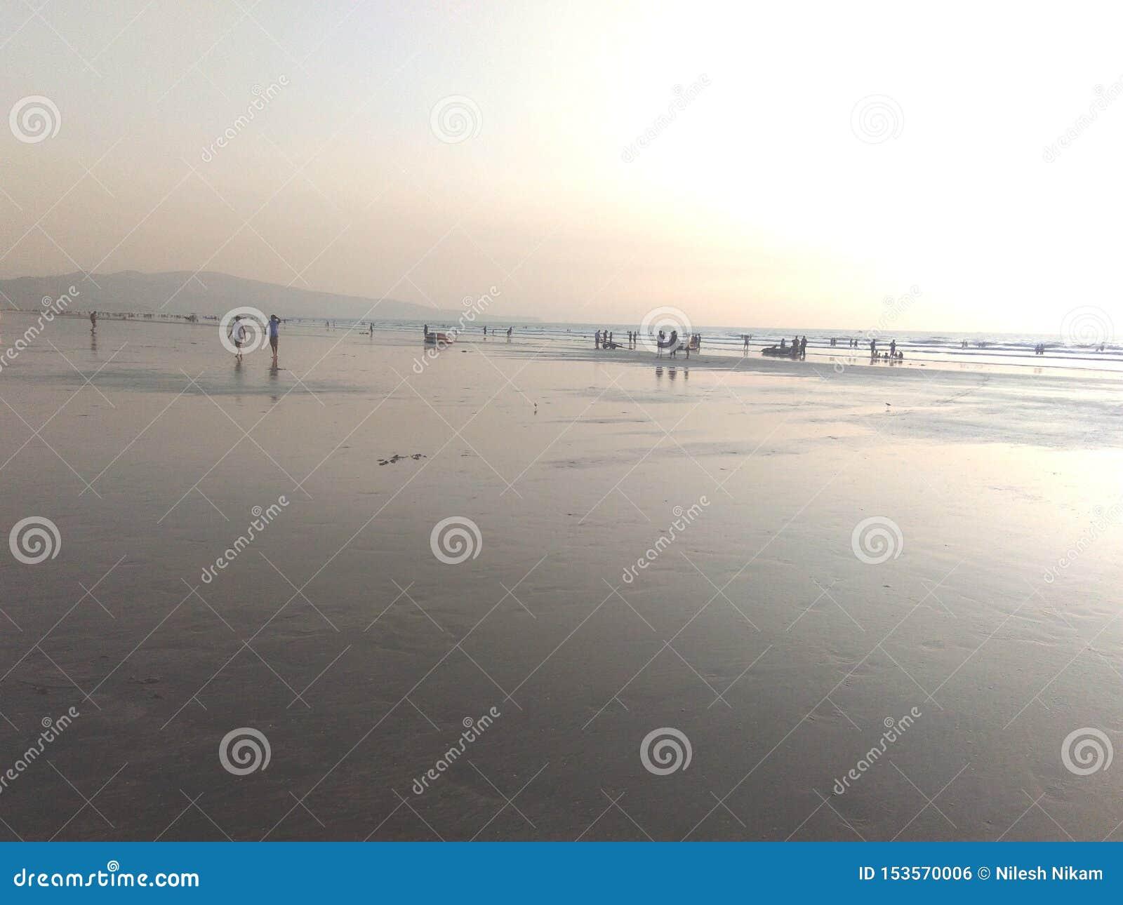 Geniet van op Strand, overzees strand