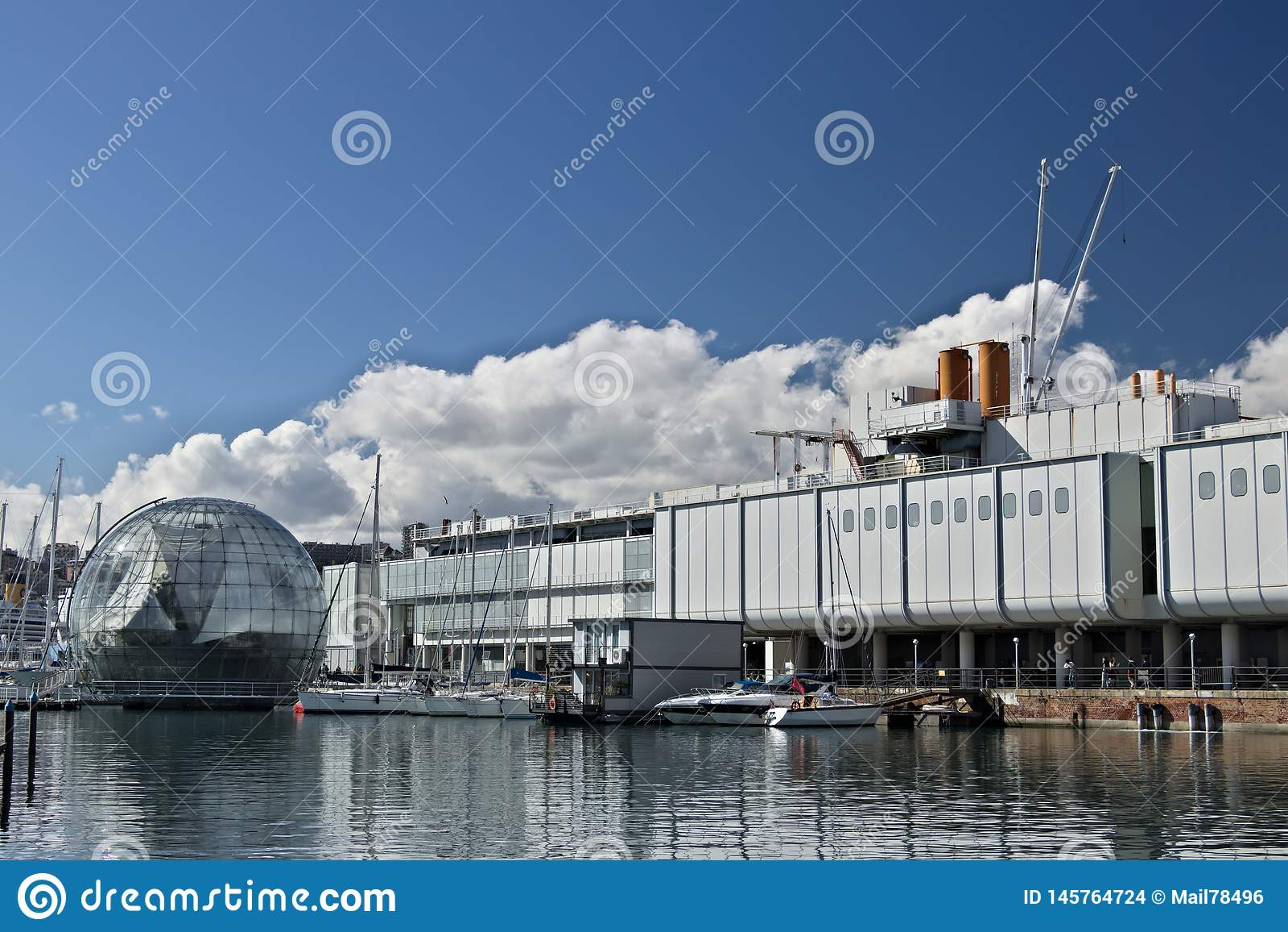 Genoa Forntida port och akvarium