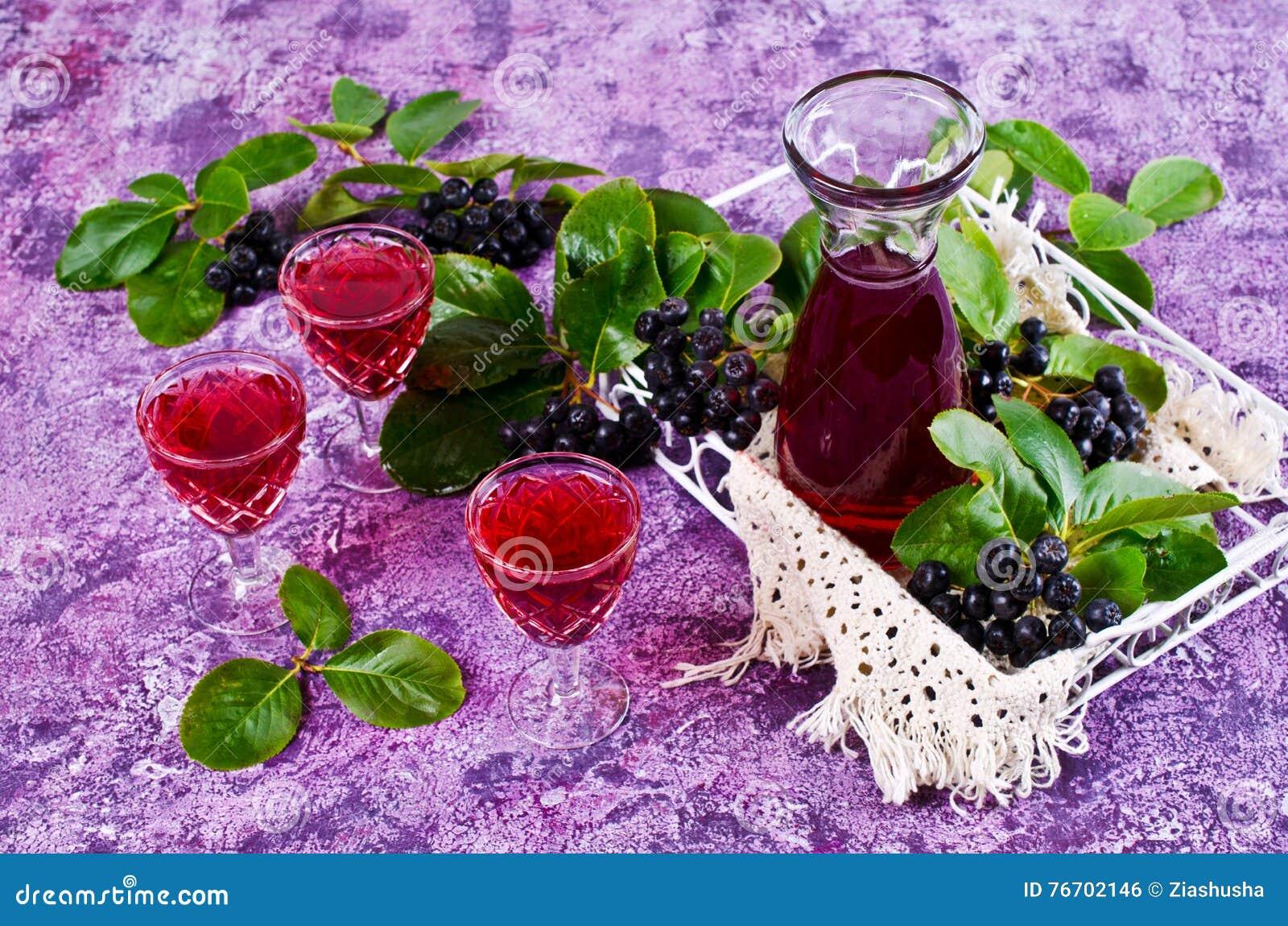Genomskinlig röd drink
