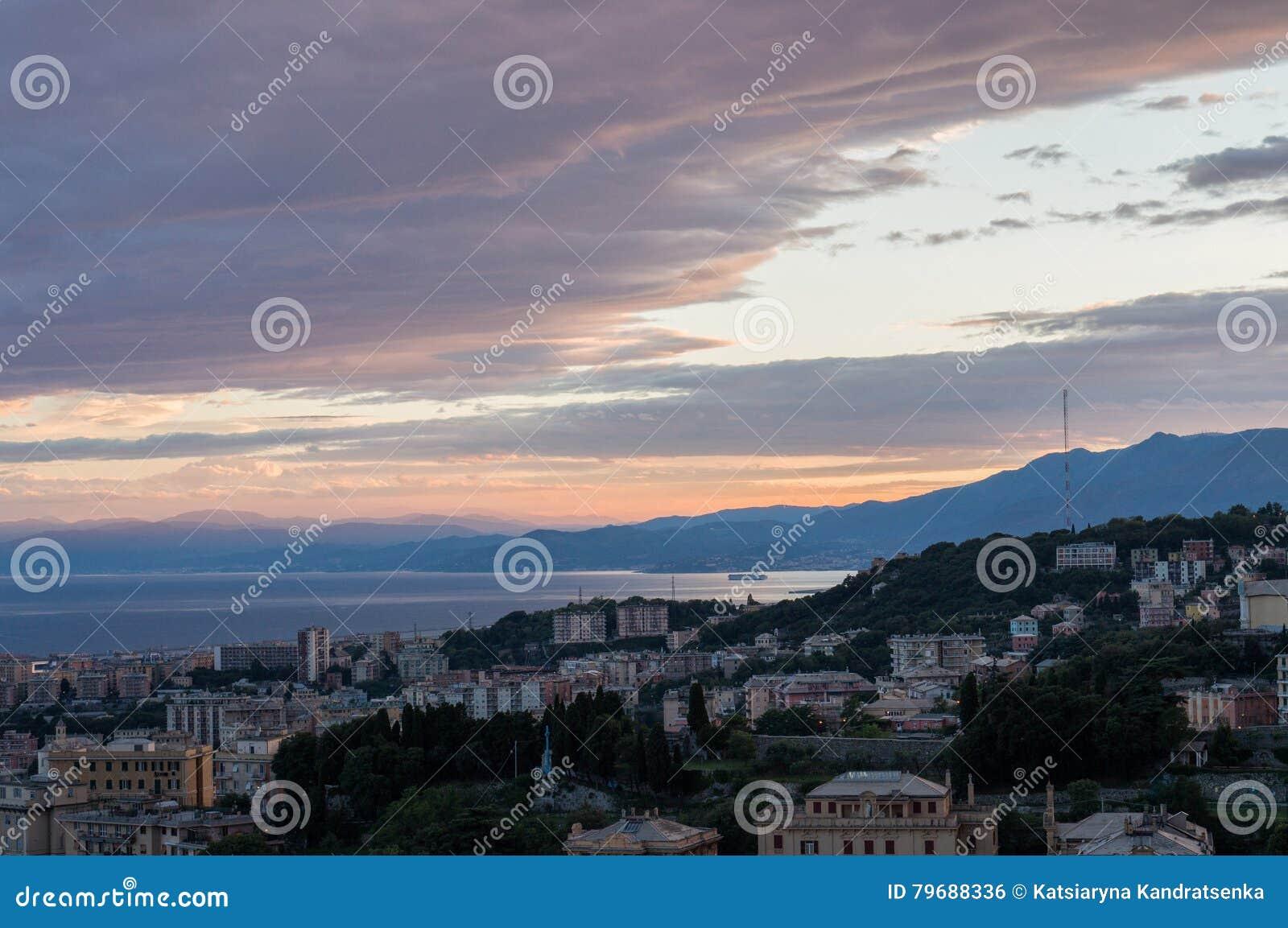 Genova, Italia Vista di tramonto della città