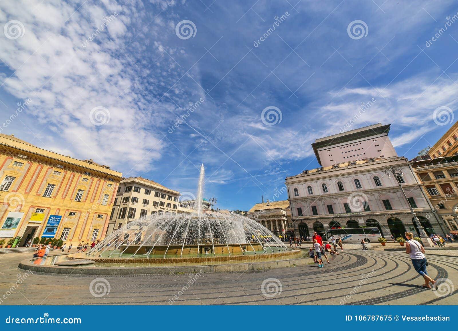 GENOVA GENOVA - vista del quadrato di De Ferrari con la fontana centrale