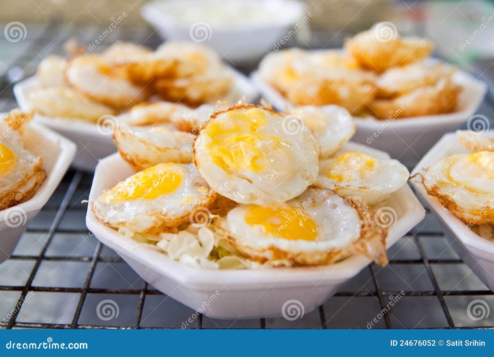 genre de dessert tha 239 de type avec des oeufs de caille photographie stock image 24676052
