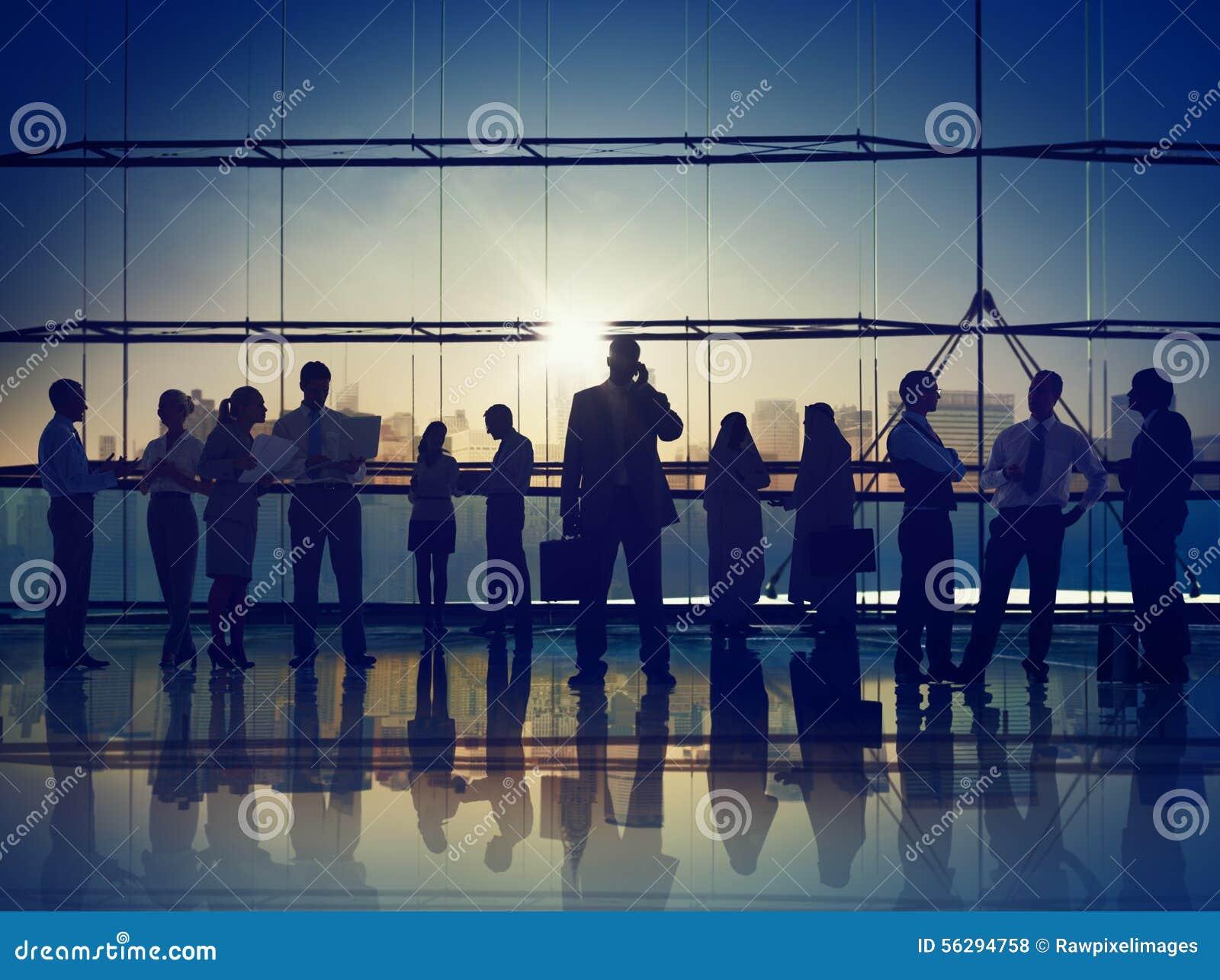 Gens d affaires de communication corporate de concept de bureau appelant