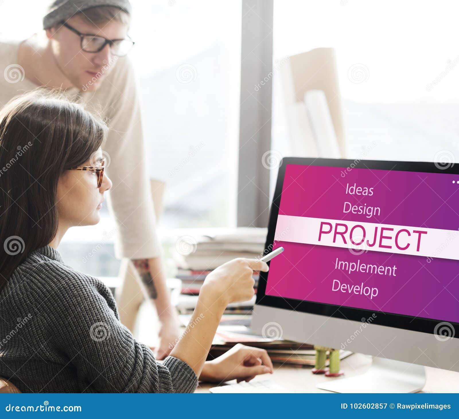 Gens d affaires faisant un brainstorm au sujet du projet