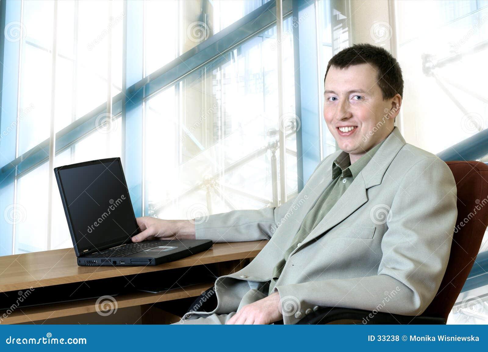Gens d affaires - homme dans son bureau