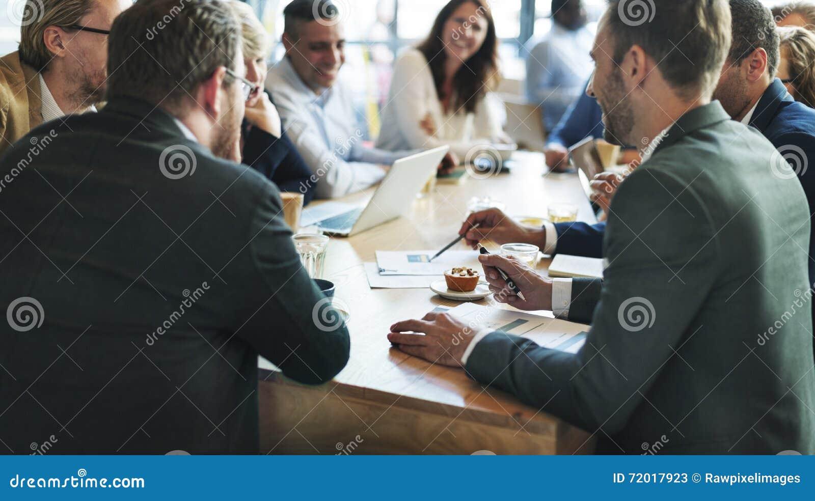 Gens d affaires rencontrant le concept d entreprise de discussion de conférence