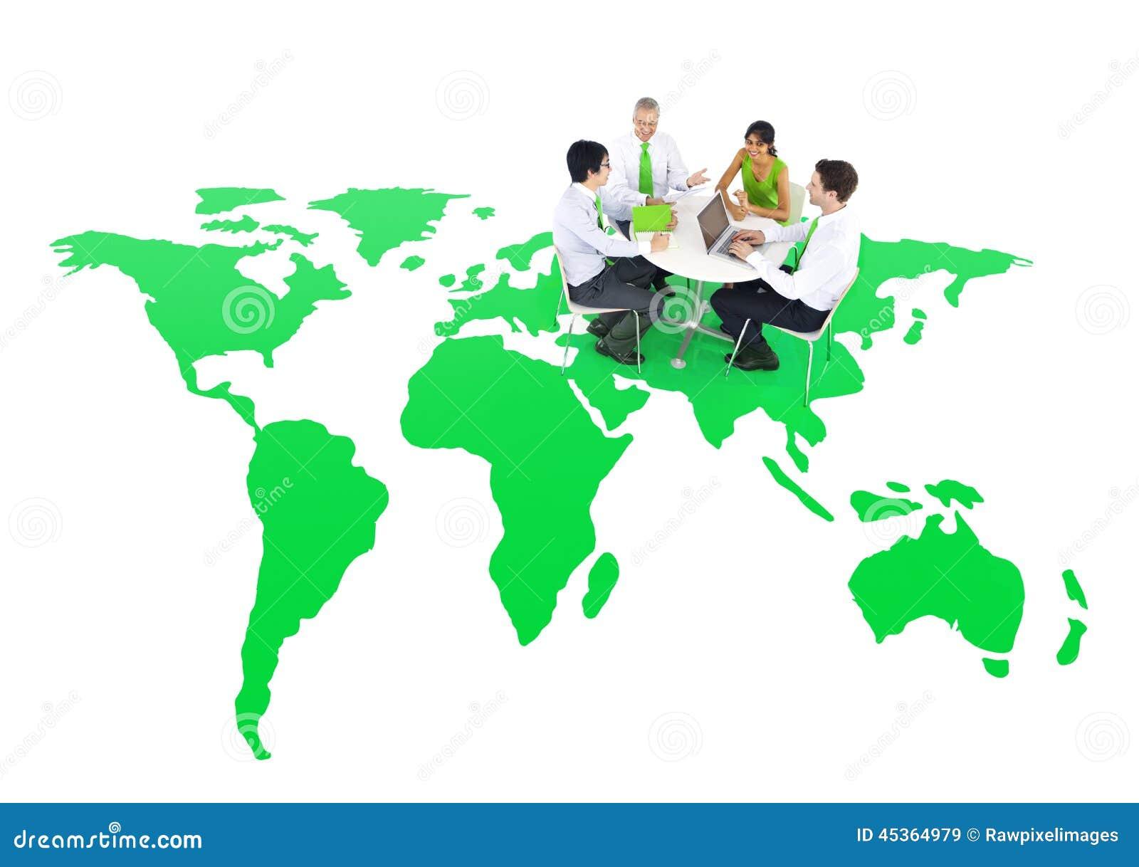Gens d affaires tenant une réunion sur un monde vert