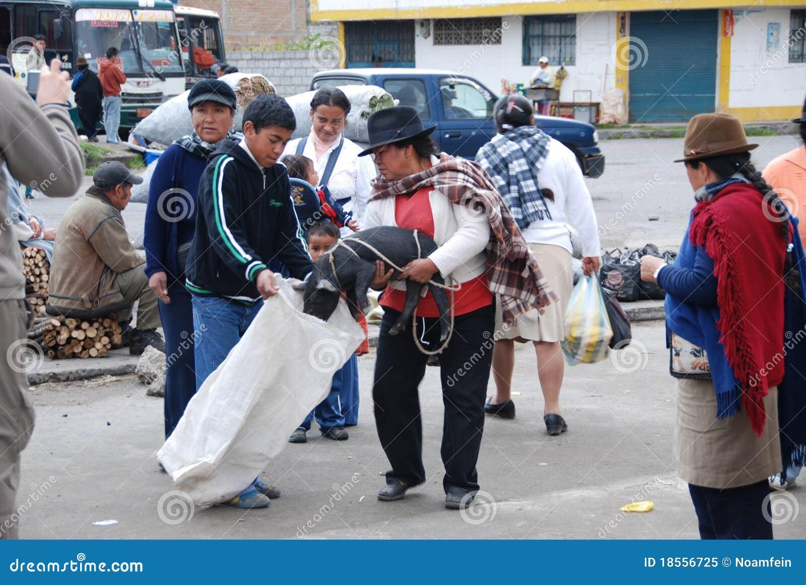 Gens d Ecuadorian sur un marché local