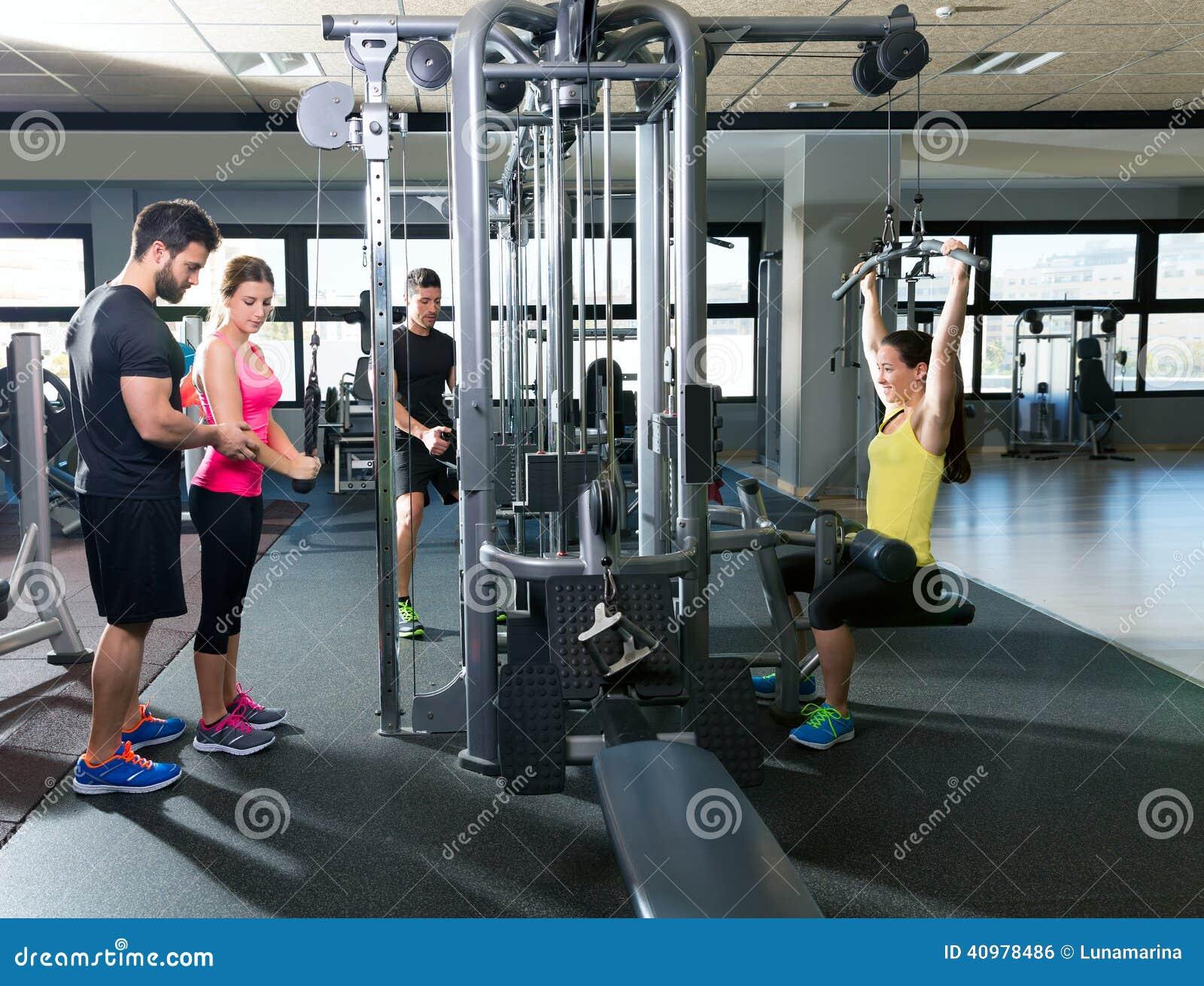 Gente de la aptitud del entrenamiento del gimnasio del for Entrenamiento gimnasio