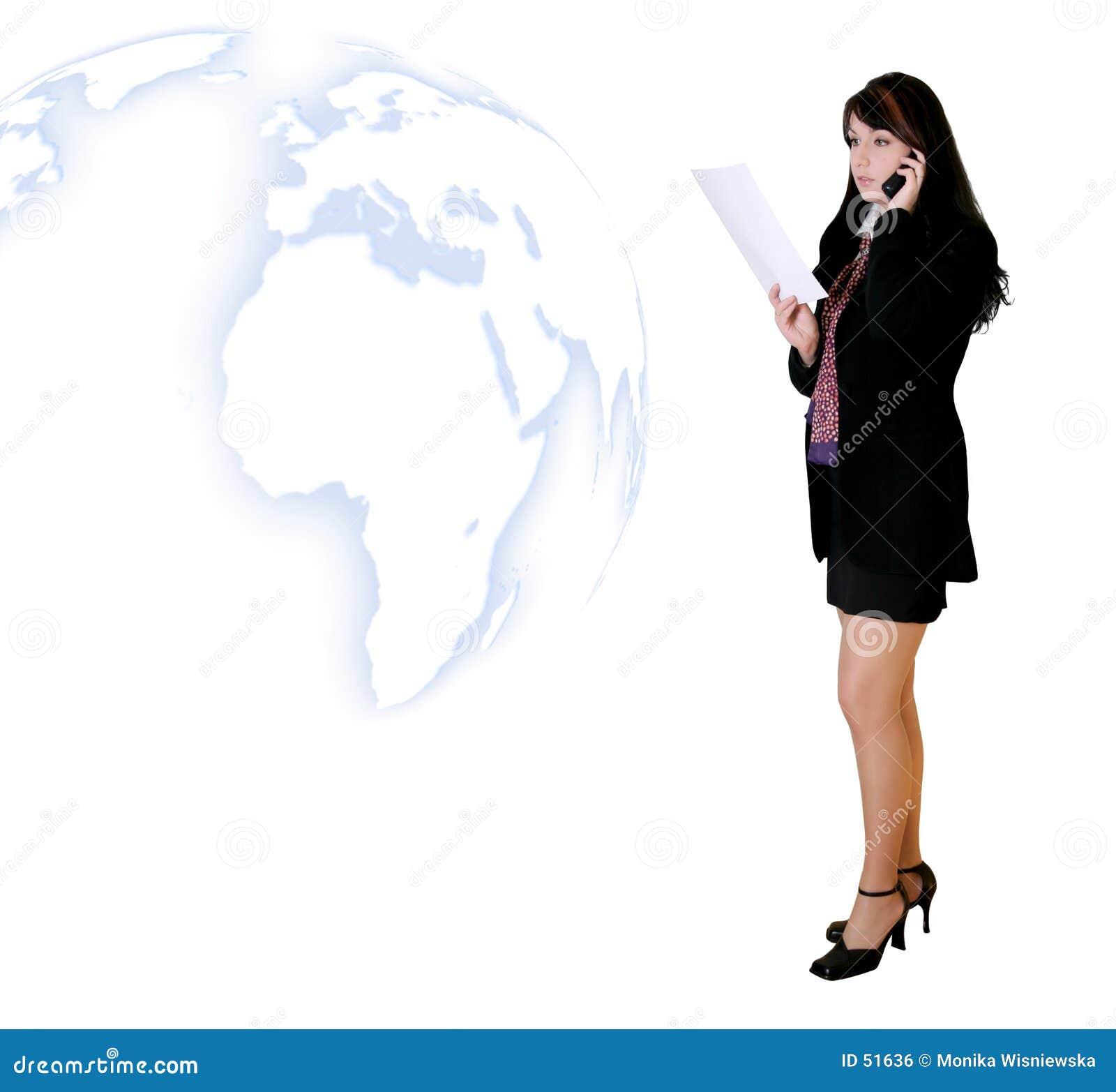 Gente di affari - donna che chiama con le notizie
