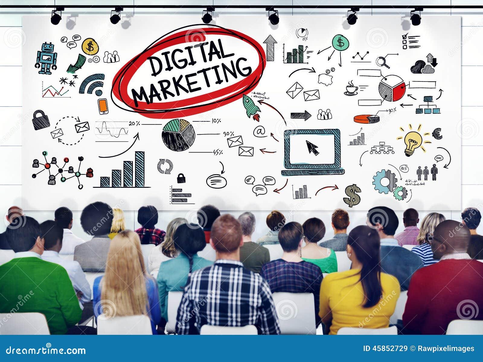 Gente diversa en un seminario sobre el márketing de Digitaces