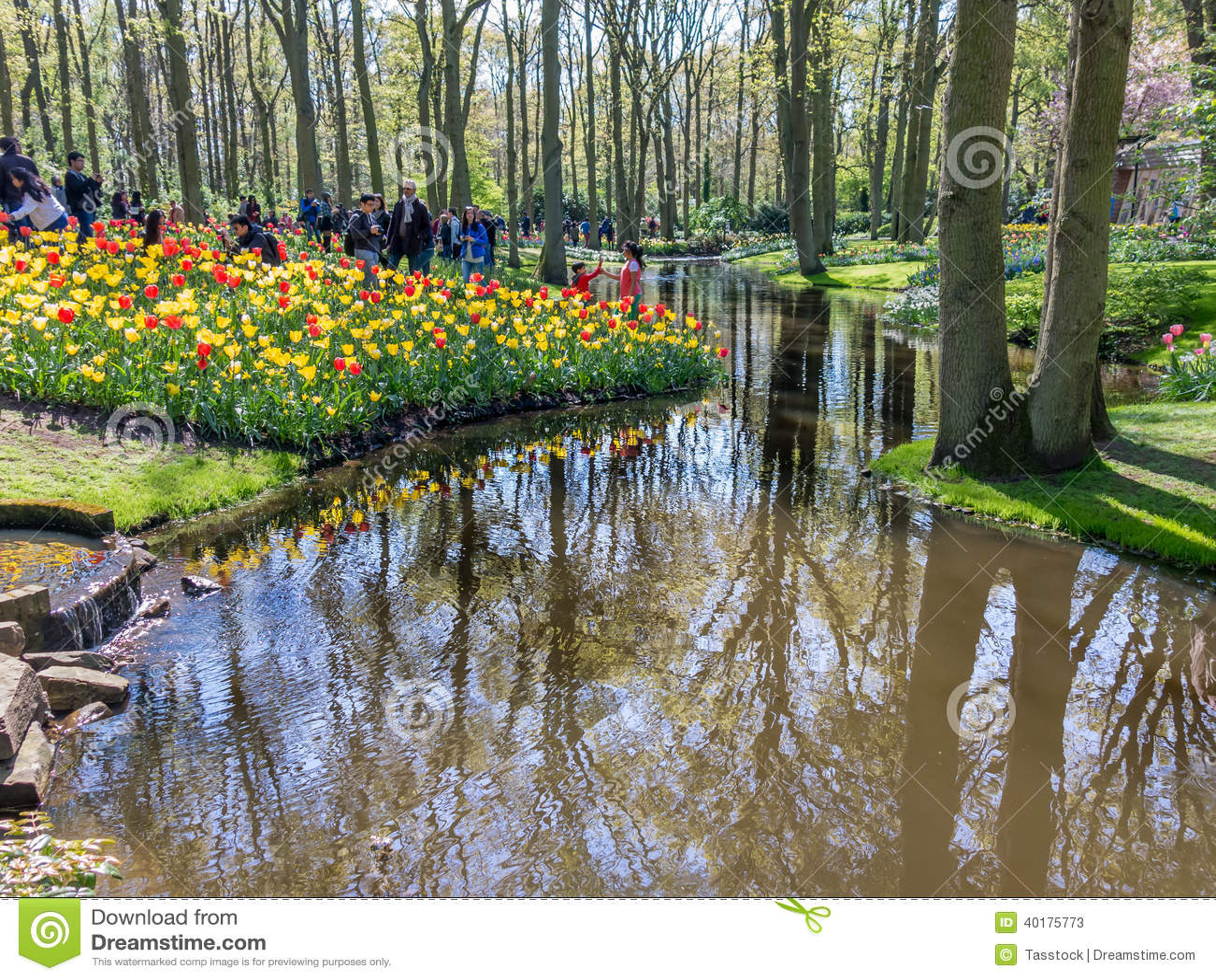 Gente en jardines de keukenhof holanda foto de archivo - Jardines de holanda ...
