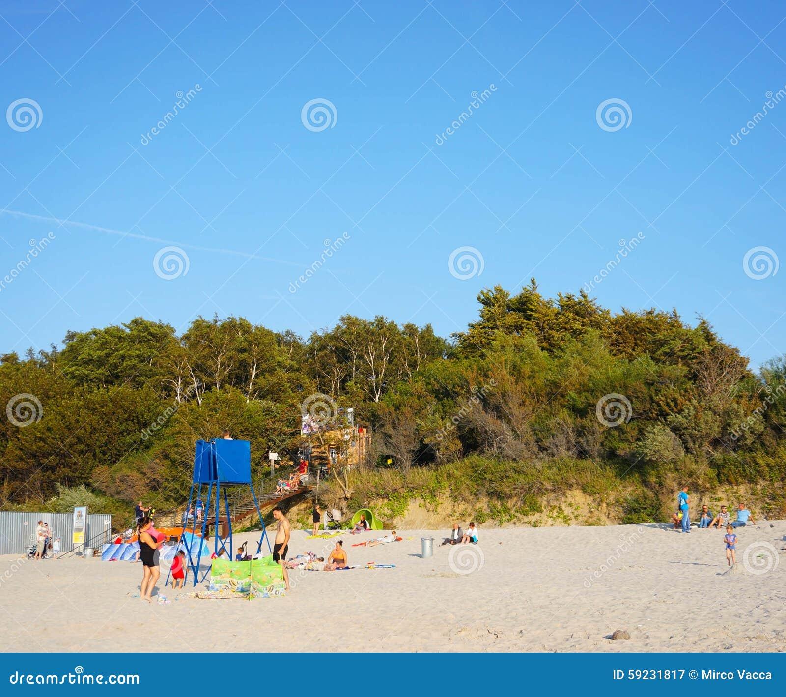 Download Gente en la playa fotografía editorial. Imagen de azul - 59231817