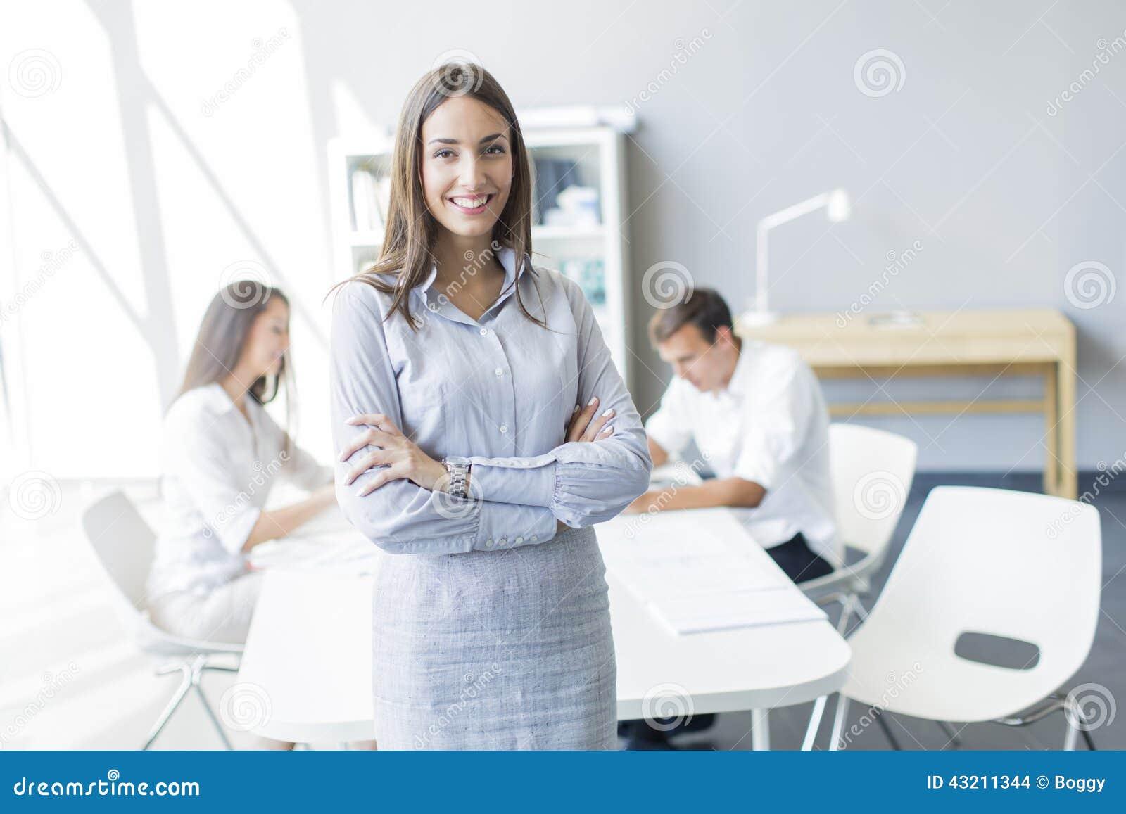 Gente joven en la oficina