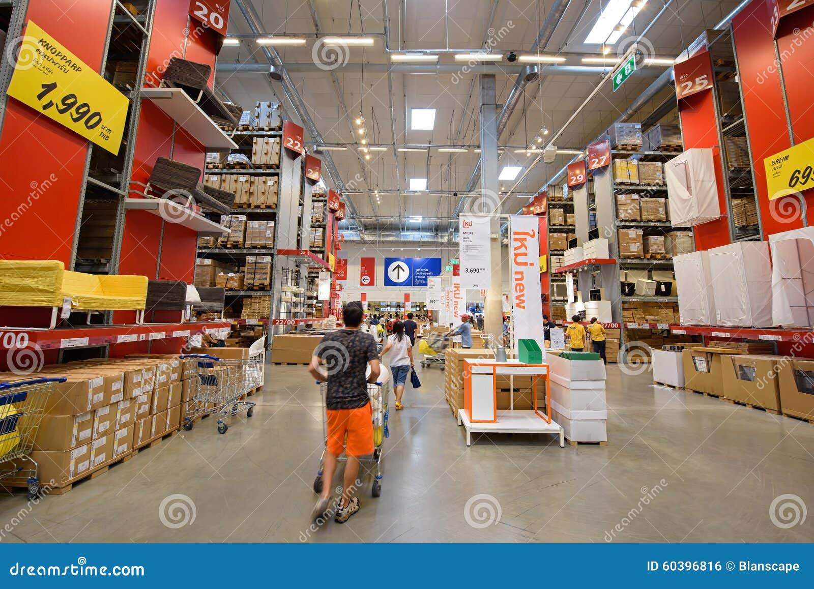 Gente que hace compras en la tienda de muebles de ikea for Muebles de tailandia