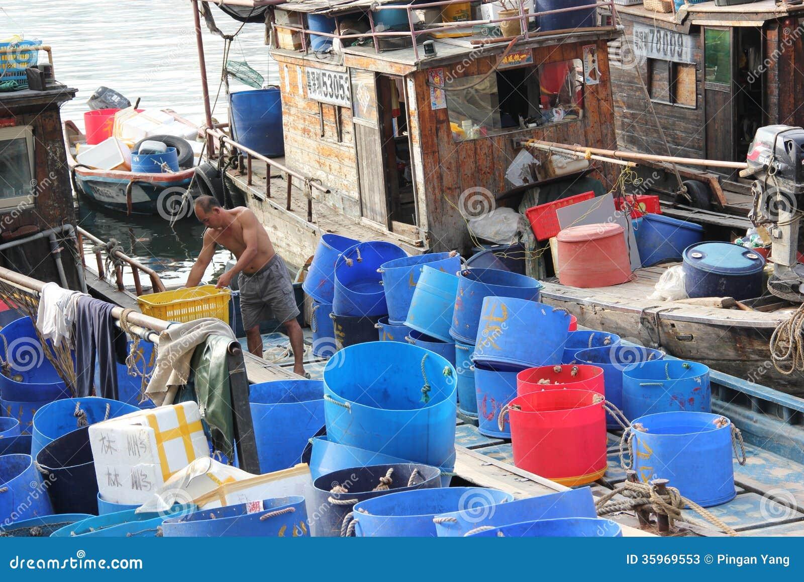 Gente que vive en los barcos pesqueros