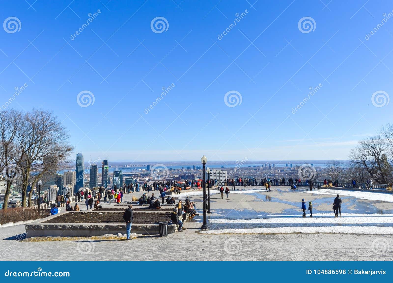 Gente y horizonte de Montreal