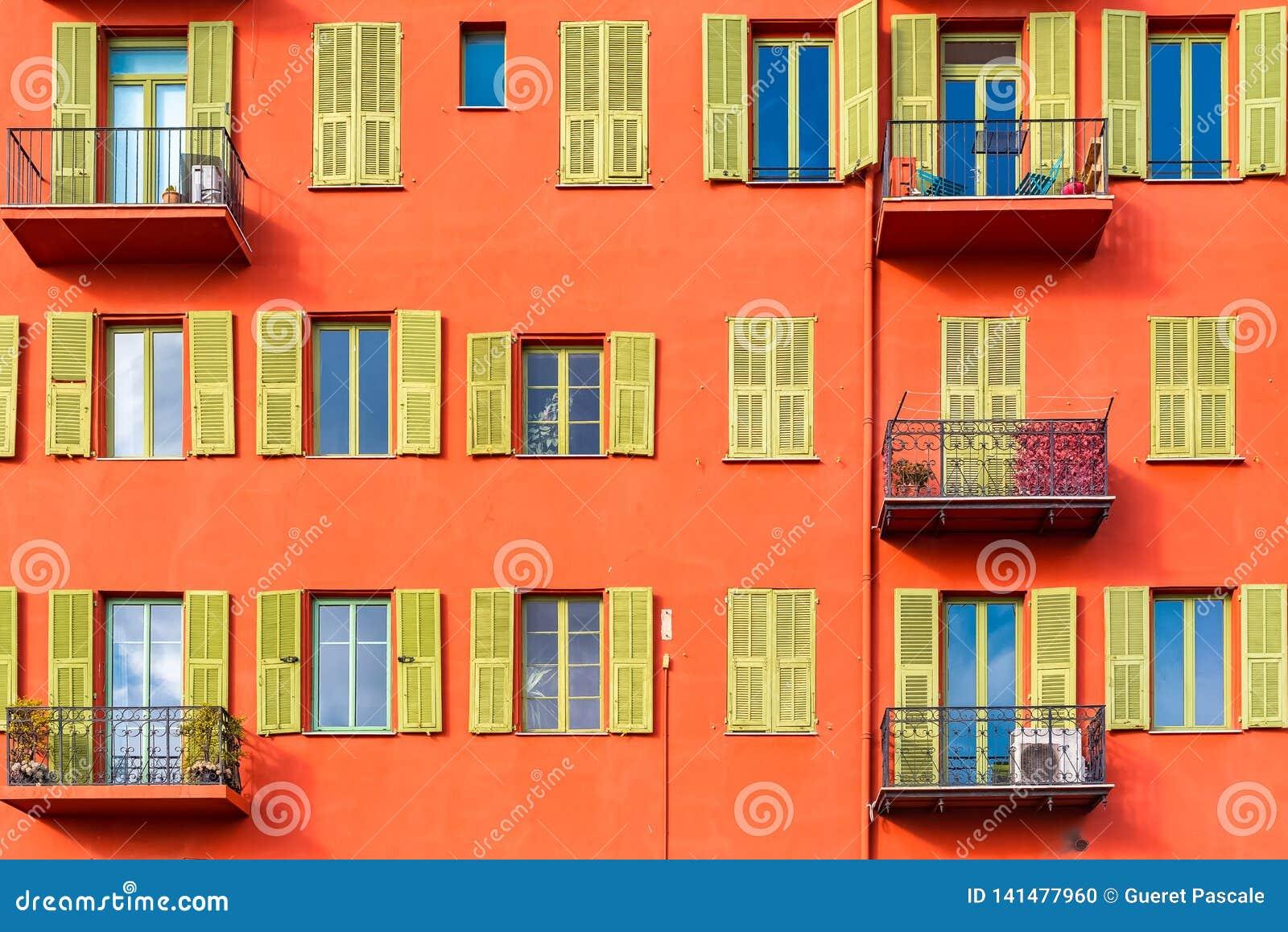 Gentil, France, façade colorée