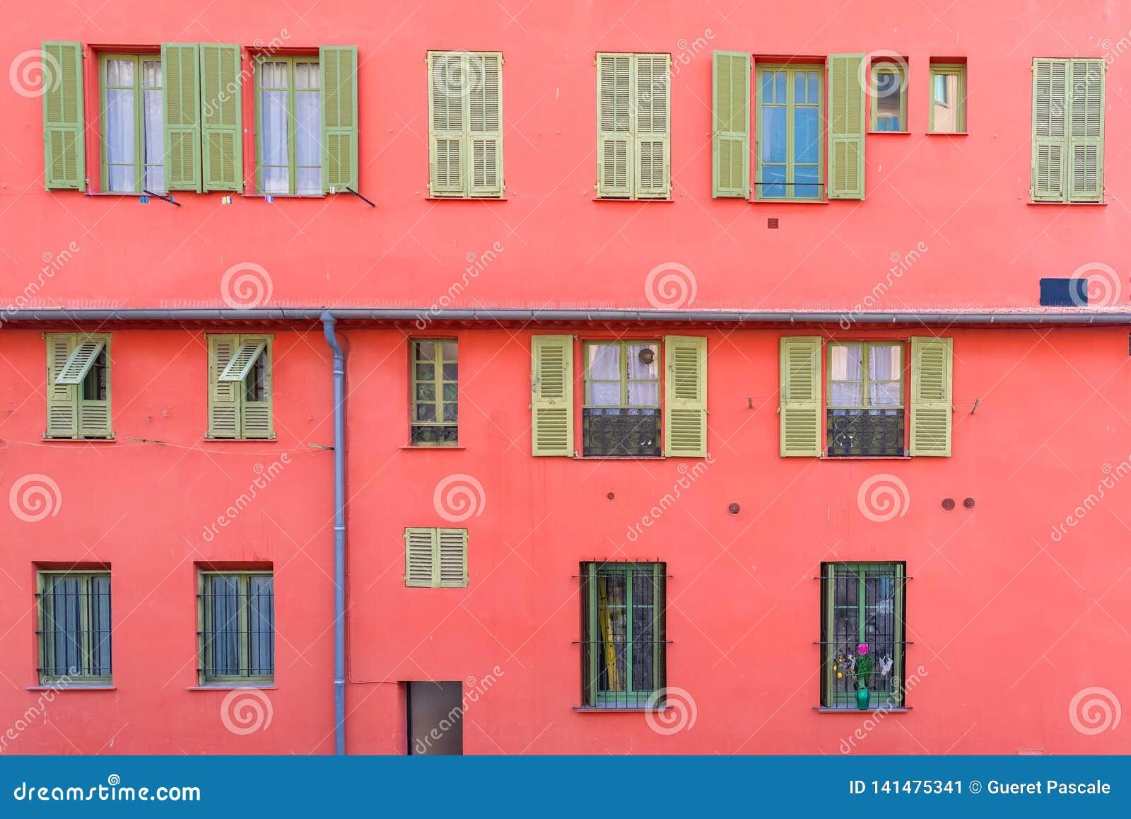 Gentil, France, façade rouge