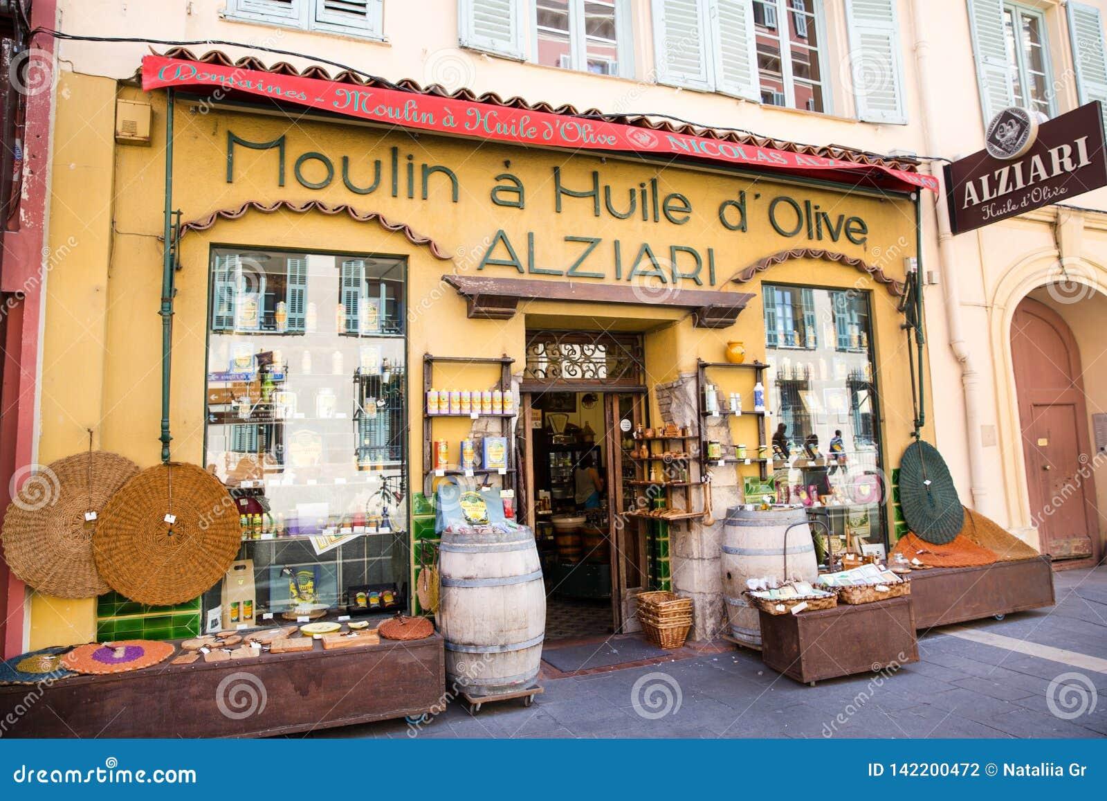 Gentil, la France - 18 avril 2017 Boutique de souvenirs locale en Côte d Azur agréable et, France