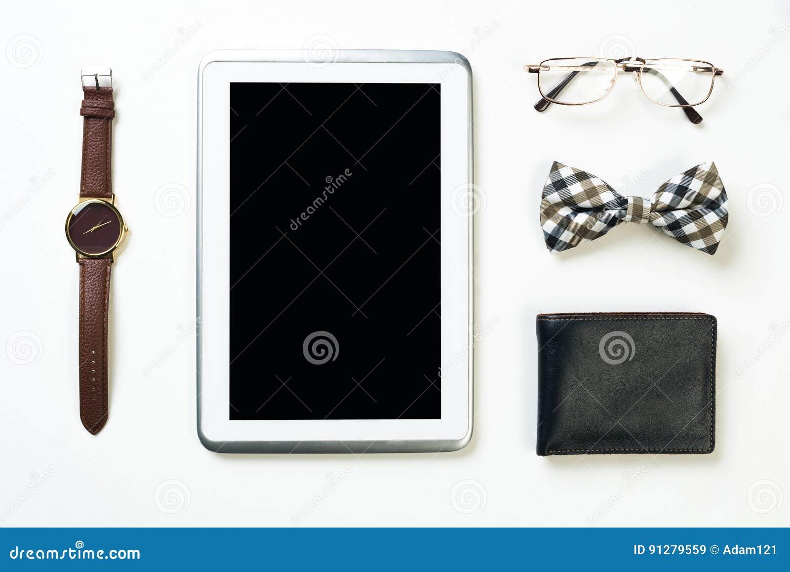 Gentlemansats av minnestavlaklockaexponeringsglas fluga och anteckningsbok på trätabellen
