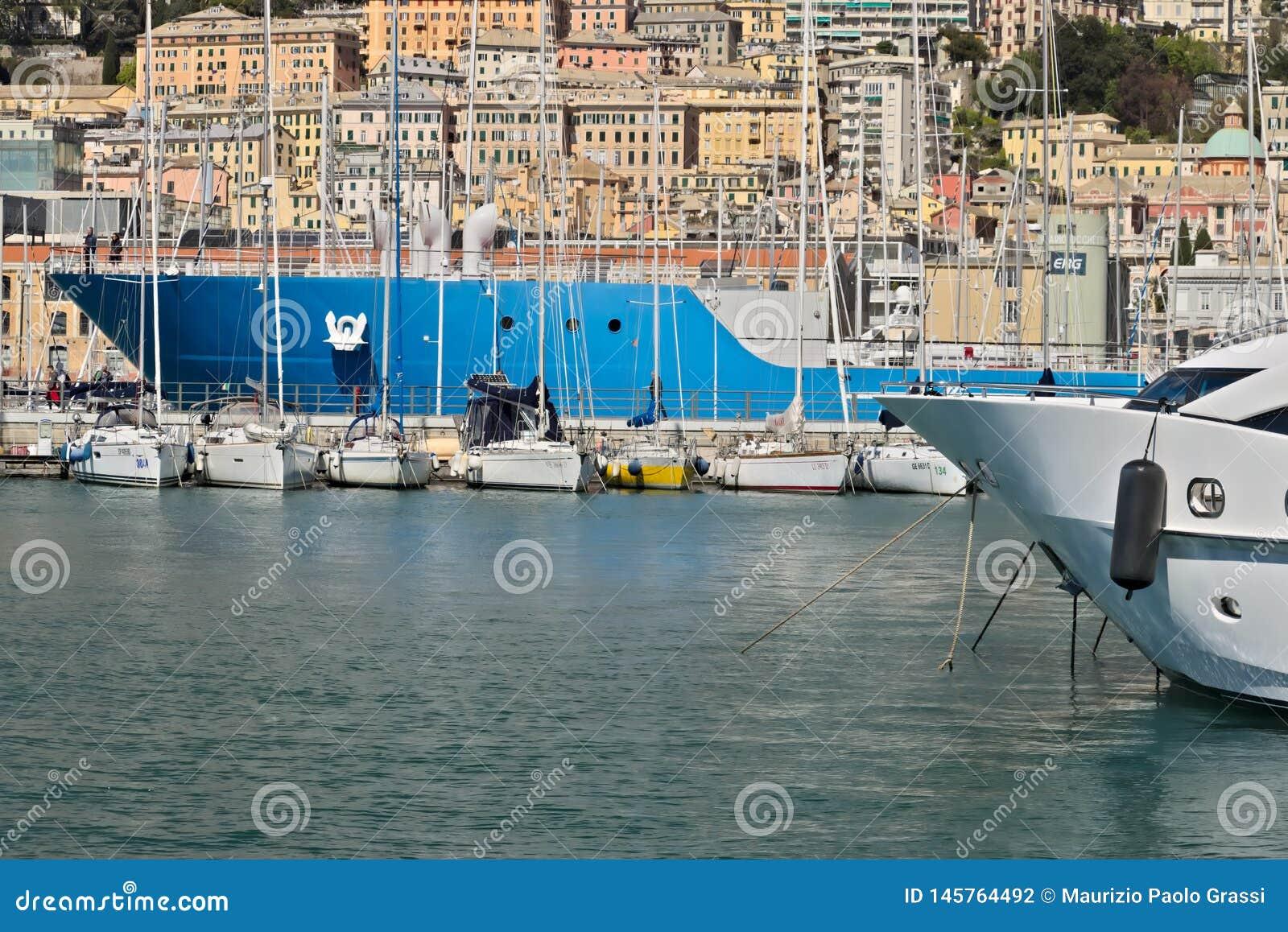 Genua Alter Hafen und die Gebäude