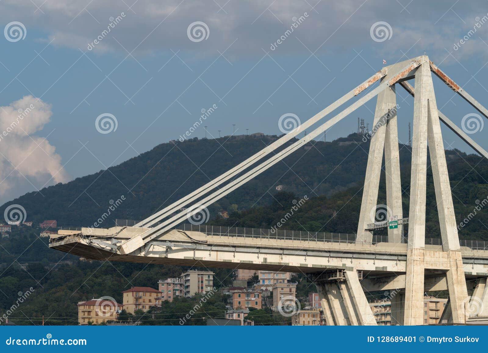 Genua, Italien Ein Abschnitt des teilweise eingestürzten Morandi Bridg