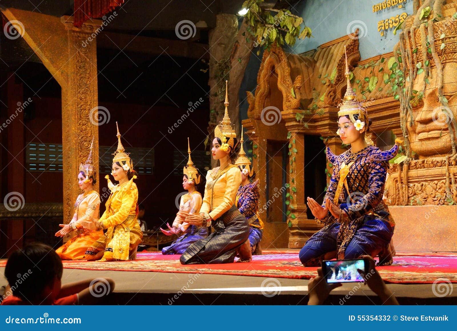 Genuflessione dei ballerini di Apsara