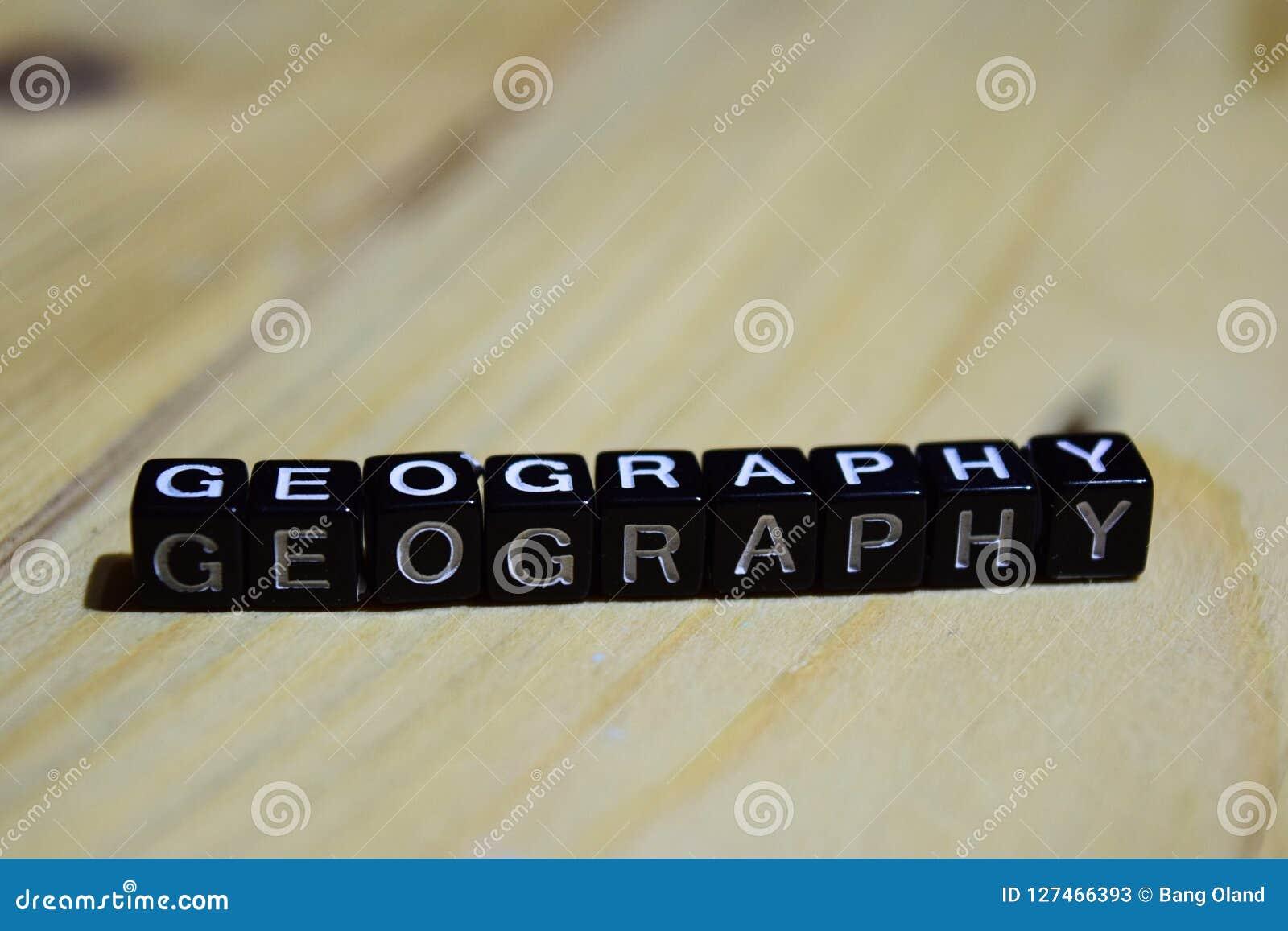 Geografi som är skriftlig på träkvarter Inspiration- och motivationbegrepp