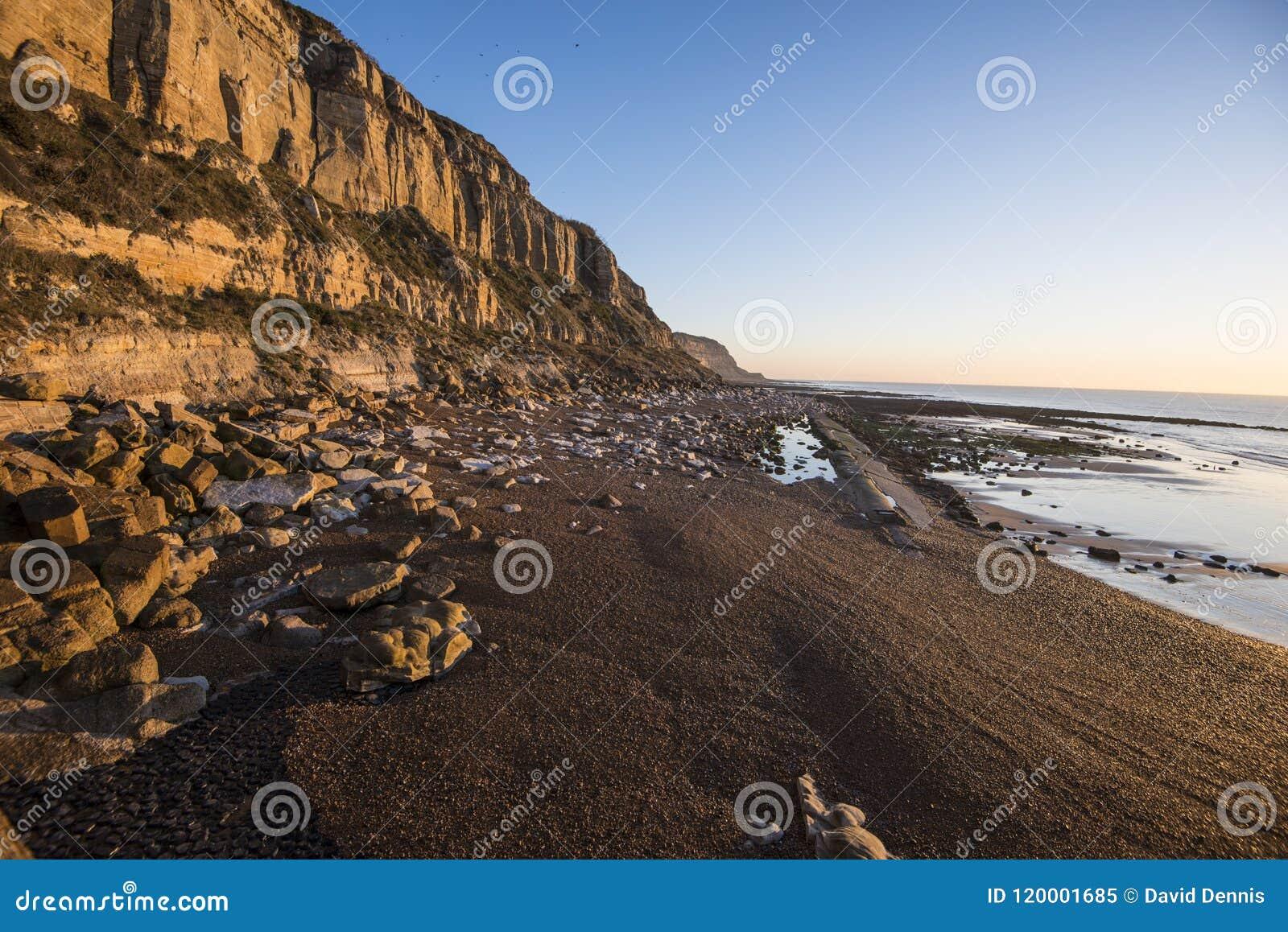 Geologischer Beweis der Klippenabnutzung bei Hastings, Ost-Sussex, England