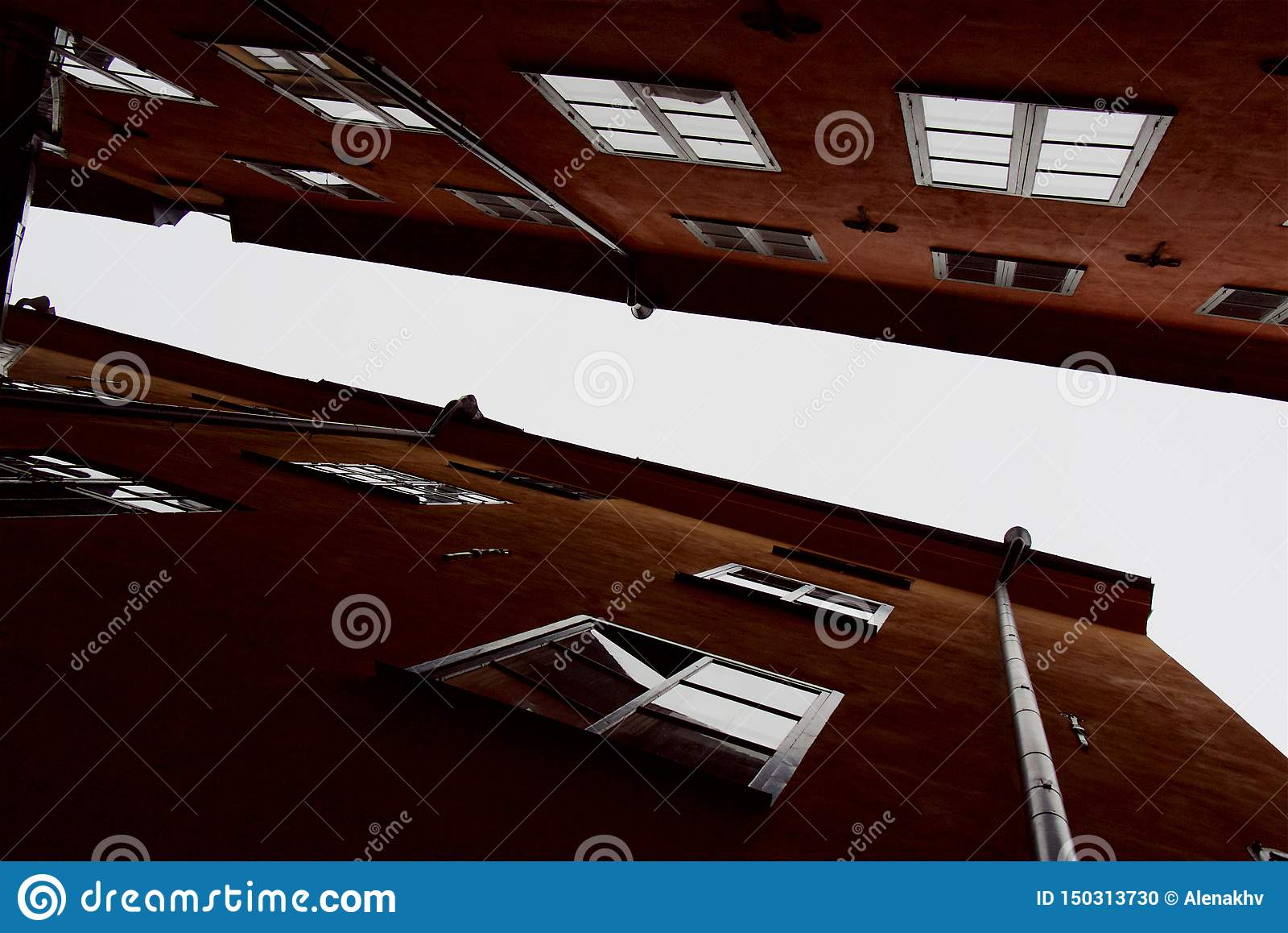 Geometrische lijnen van voorgevels en daken van de oude stadshuizen