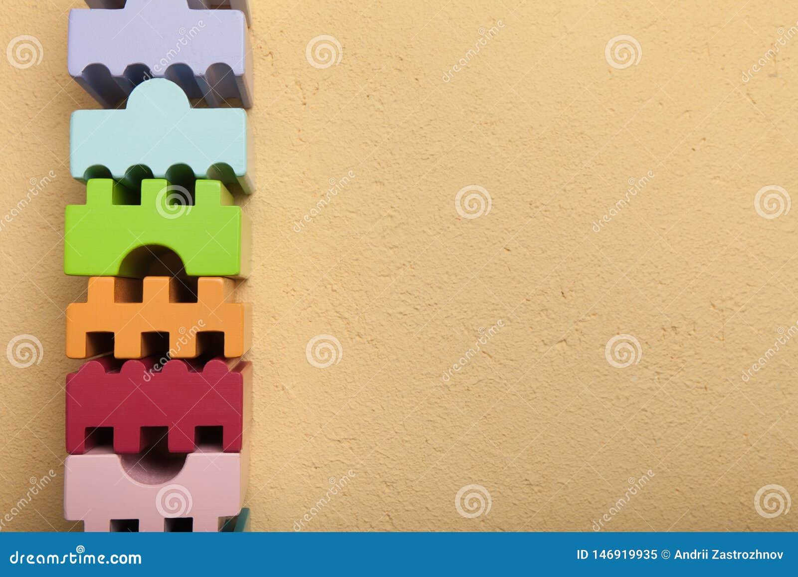 Geometriska träkvarter av olika färger Kopiera utrymme f?r text