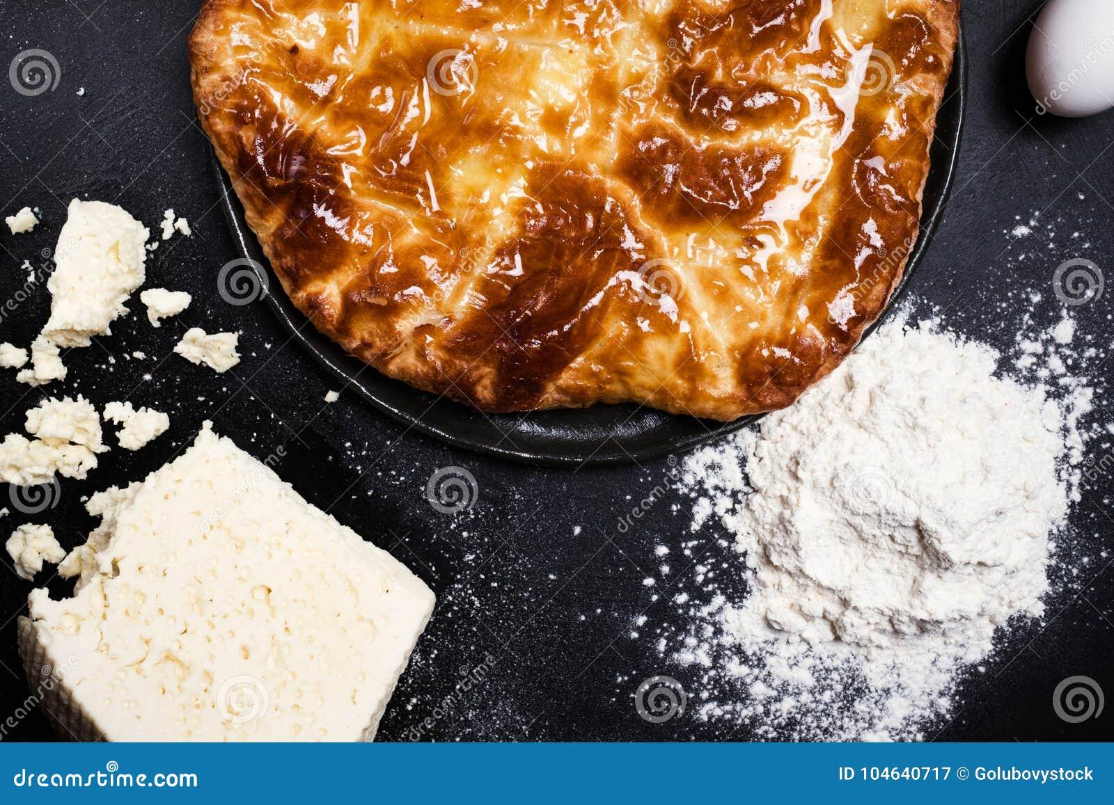 Download Georgische Keuken Klaar Gemaakte Khachapuri Stock Afbeelding - Afbeelding bestaande uit voeding, schotel: 104640717