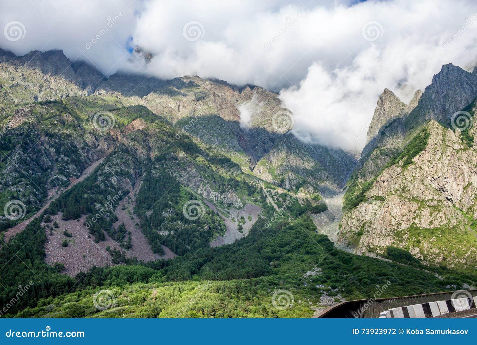 Georgische Militaire Weg, de bergen van de Kaukasus