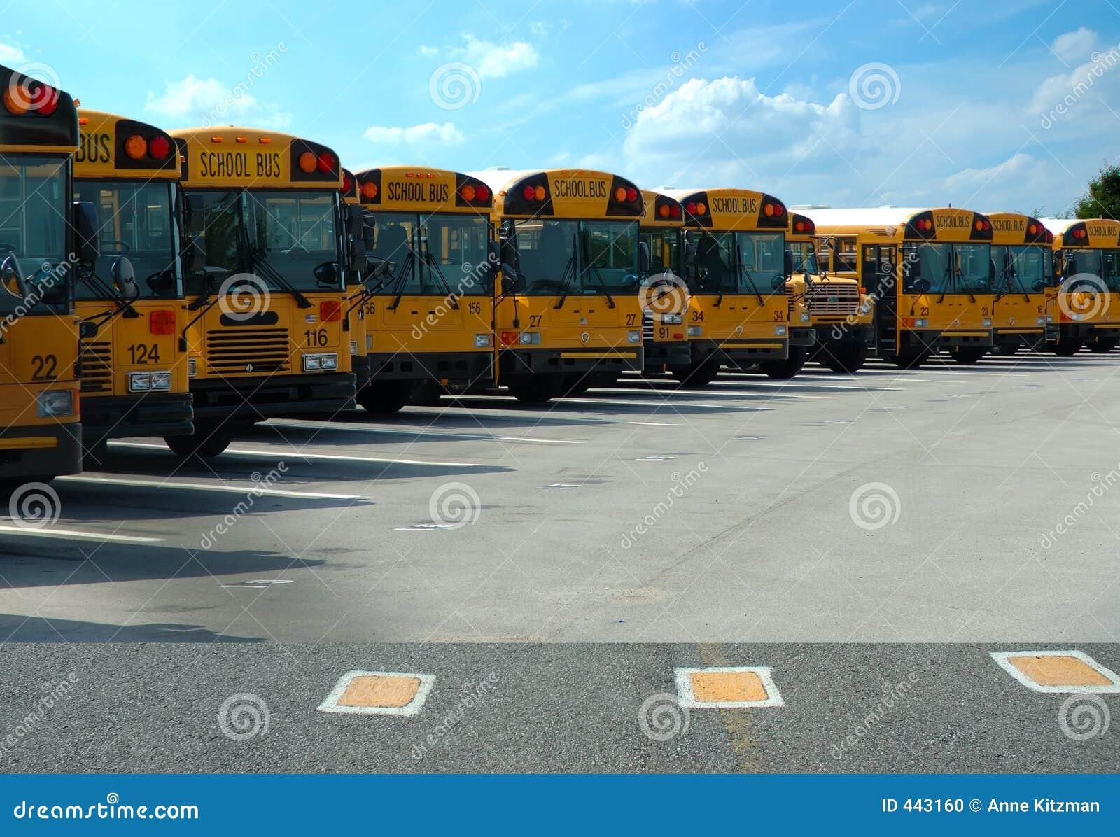 Geparkeerde de Bussen van de school