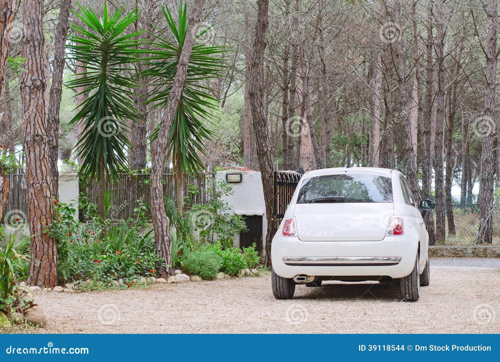 Geparkeerde witte auto